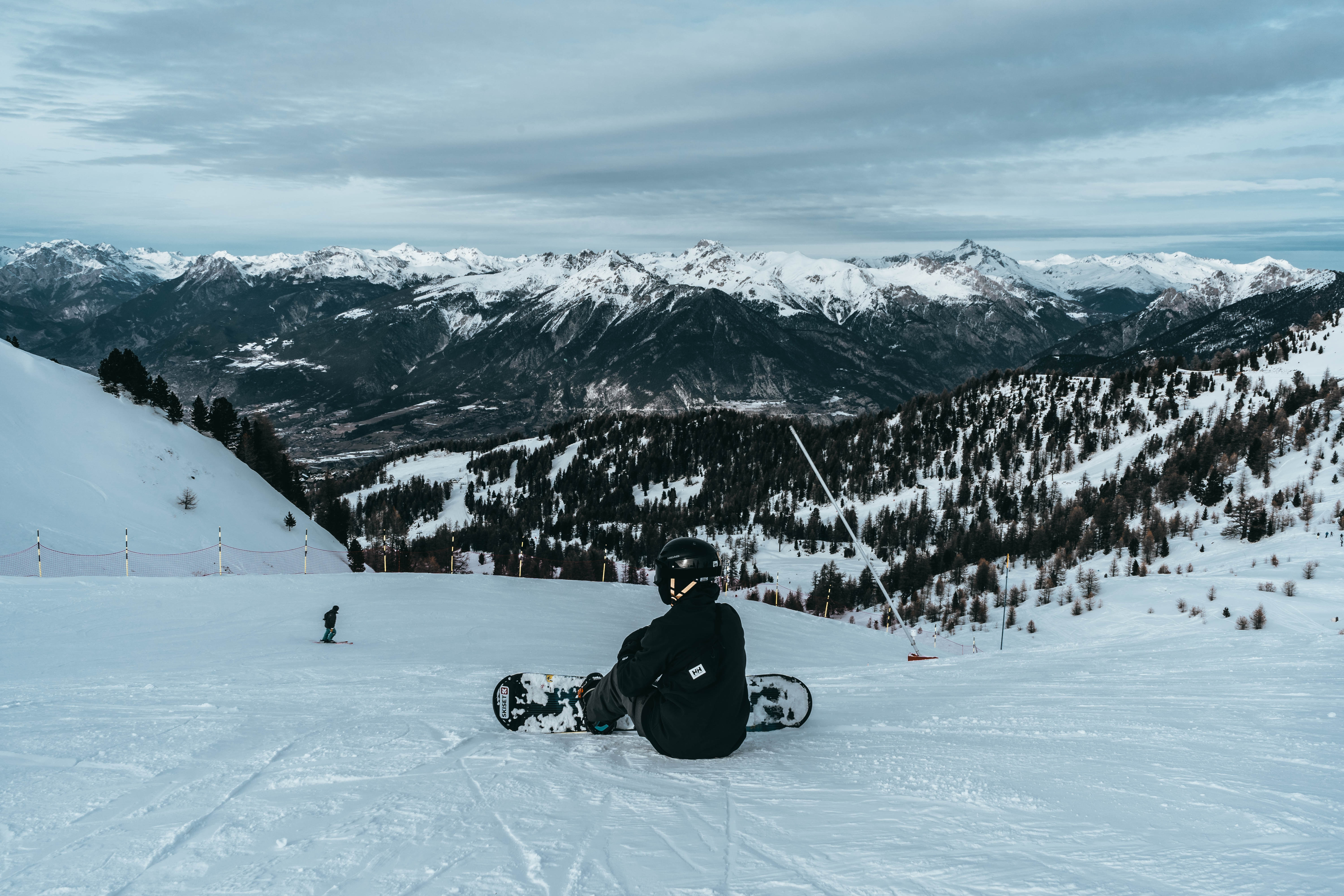 152617 download wallpaper Sports, Snowboarder, Snowboard, Snow, Winter, Mountains screensavers and pictures for free