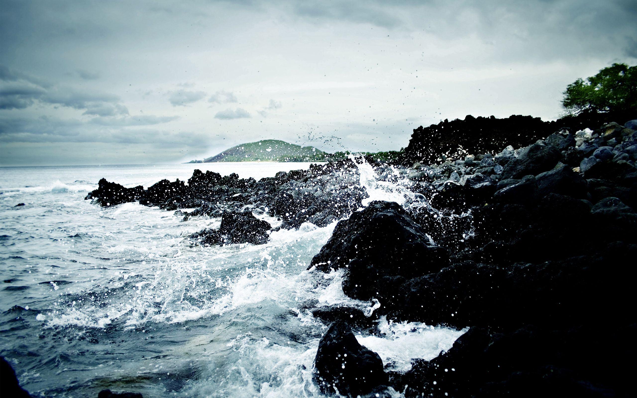 84781 скачать обои Природа, Океан, Камни, Вода, Шторм, Холод, Брызги - заставки и картинки бесплатно