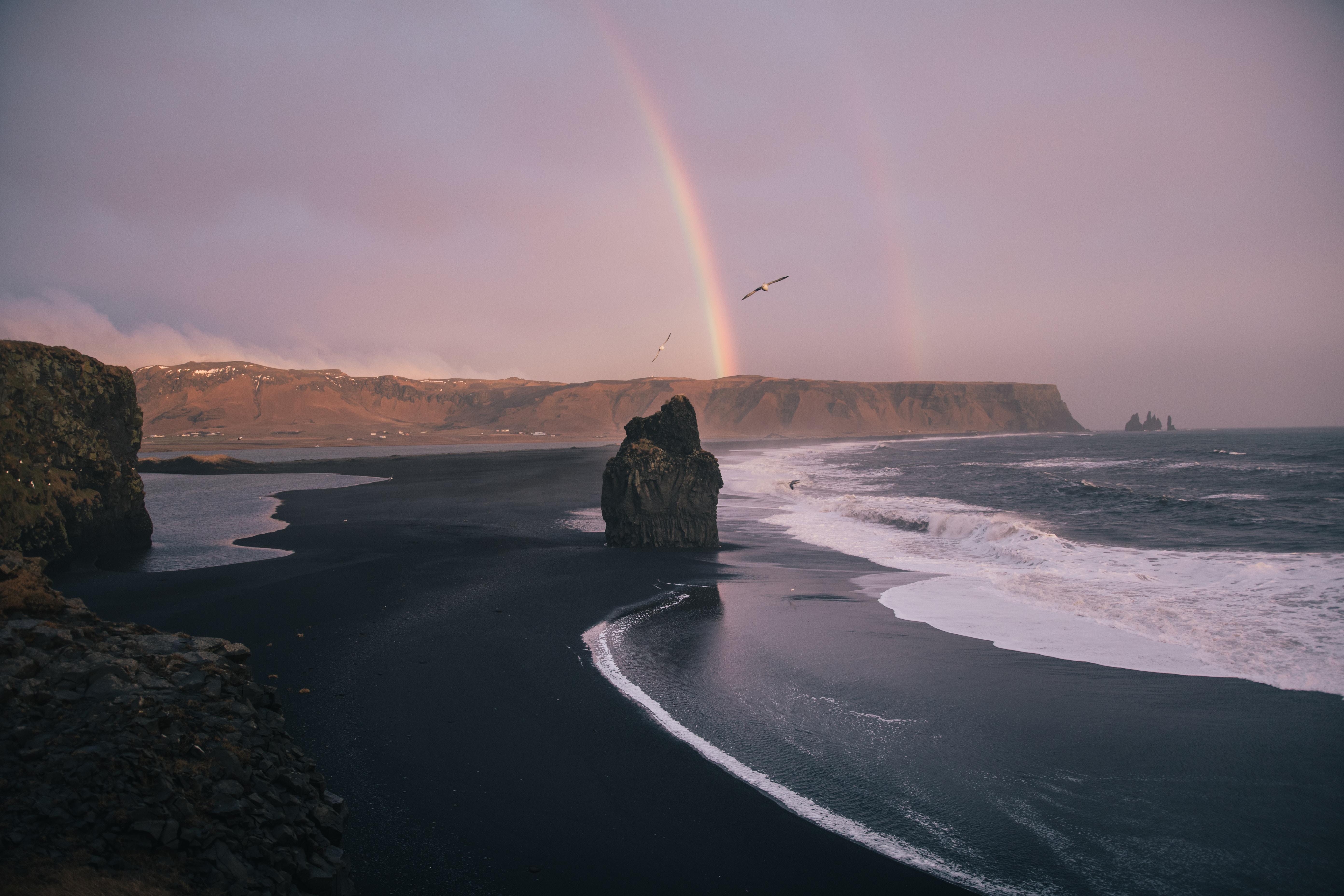 81747 Hintergrundbild herunterladen Waves, Natur, Sea, Strand, Regenbogen, Felsen, Die Steine - Bildschirmschoner und Bilder kostenlos