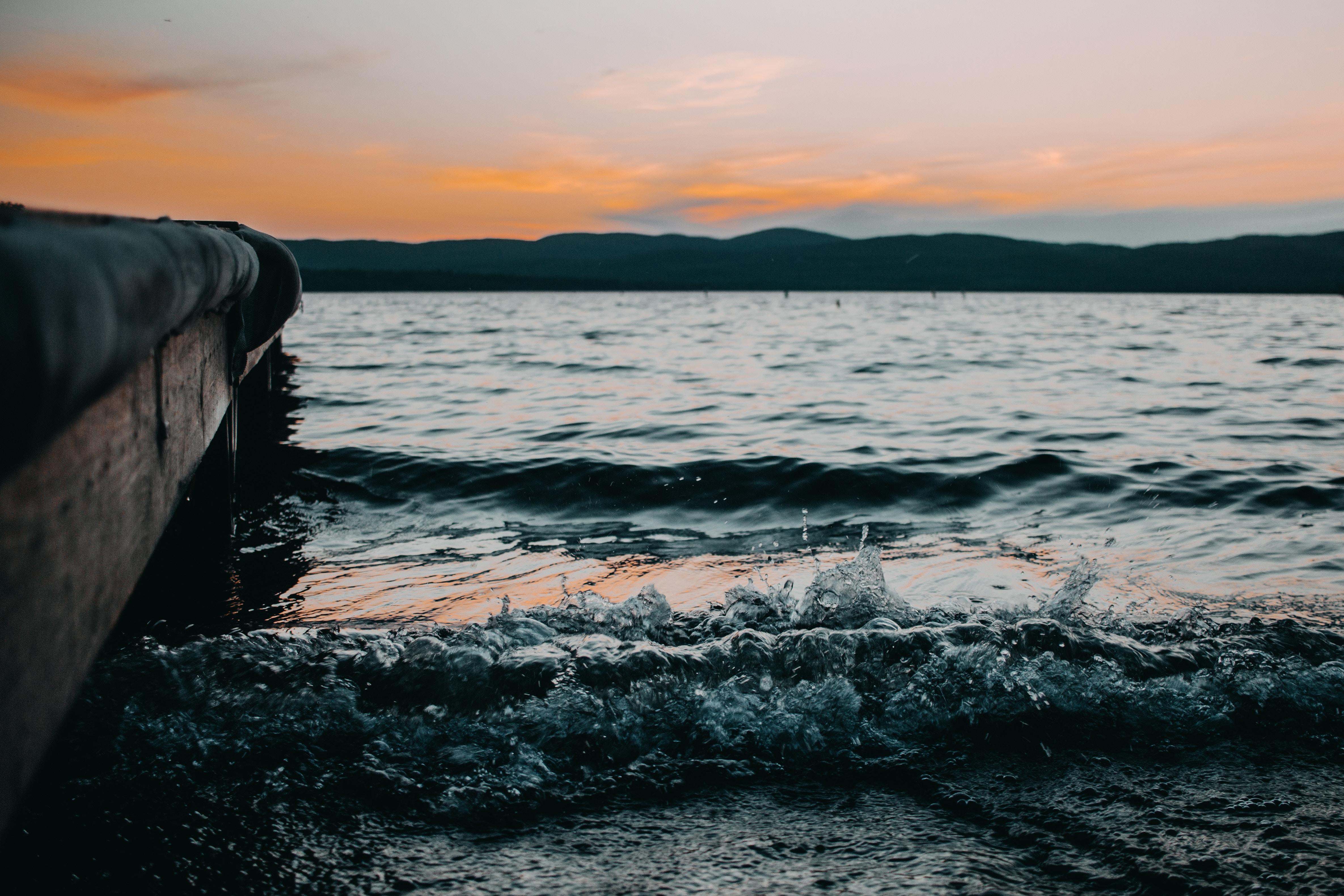 82883 Hintergrundbild 720x1280 kostenlos auf deinem Handy, lade Bilder Natur, Wasser, Sea, Surfen, Sprühen, Spray, Welle 720x1280 auf dein Handy herunter