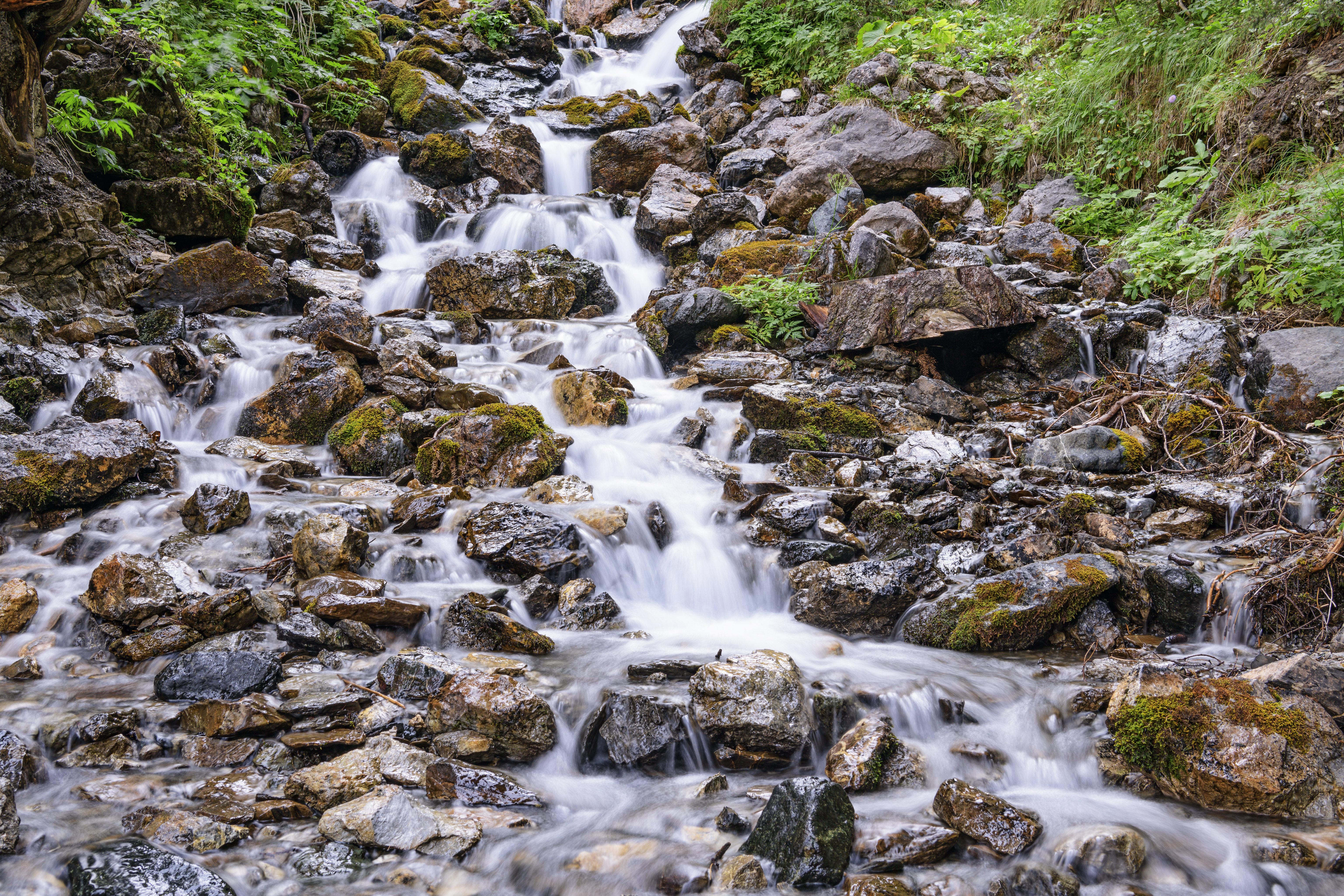 68925 скачать обои Природа, Камни, Водопад, Поток, Вода, Растения - заставки и картинки бесплатно