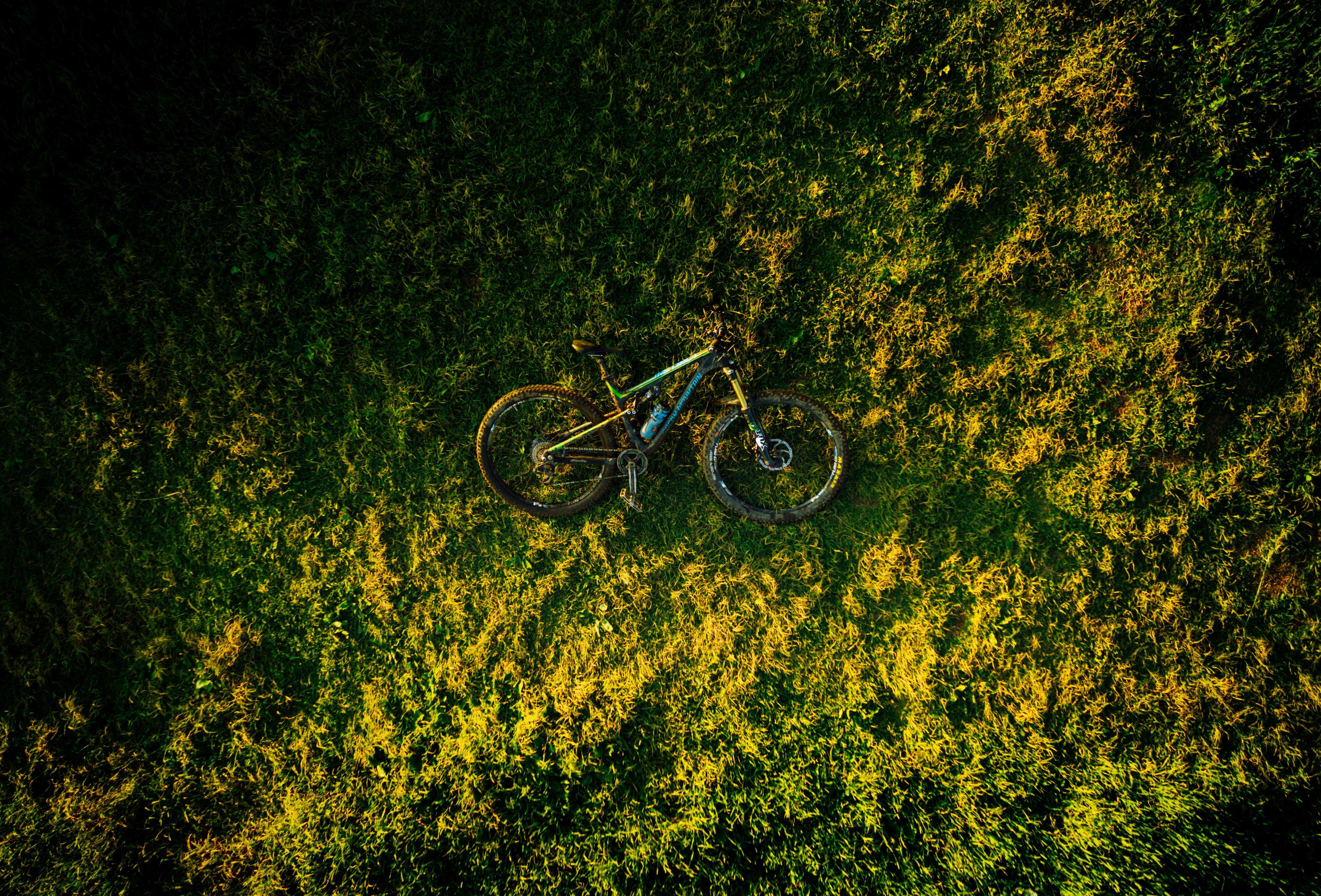 100939 скачать обои Разное, Велосипед, Трава, Вид Сверху - заставки и картинки бесплатно