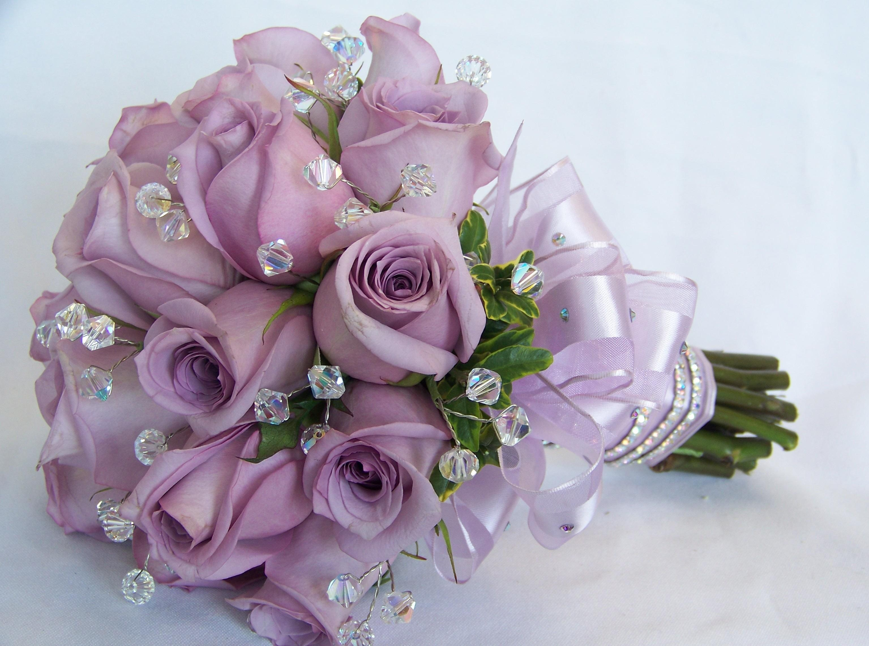 70614 скачать обои Розы, Цветы, Камни, Оформление, Букет, Шикарно - заставки и картинки бесплатно