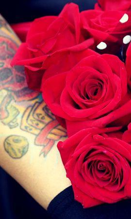 109040 скачать обои Цветы, Букет, Яркий, Рука, Тату, Розы - заставки и картинки бесплатно