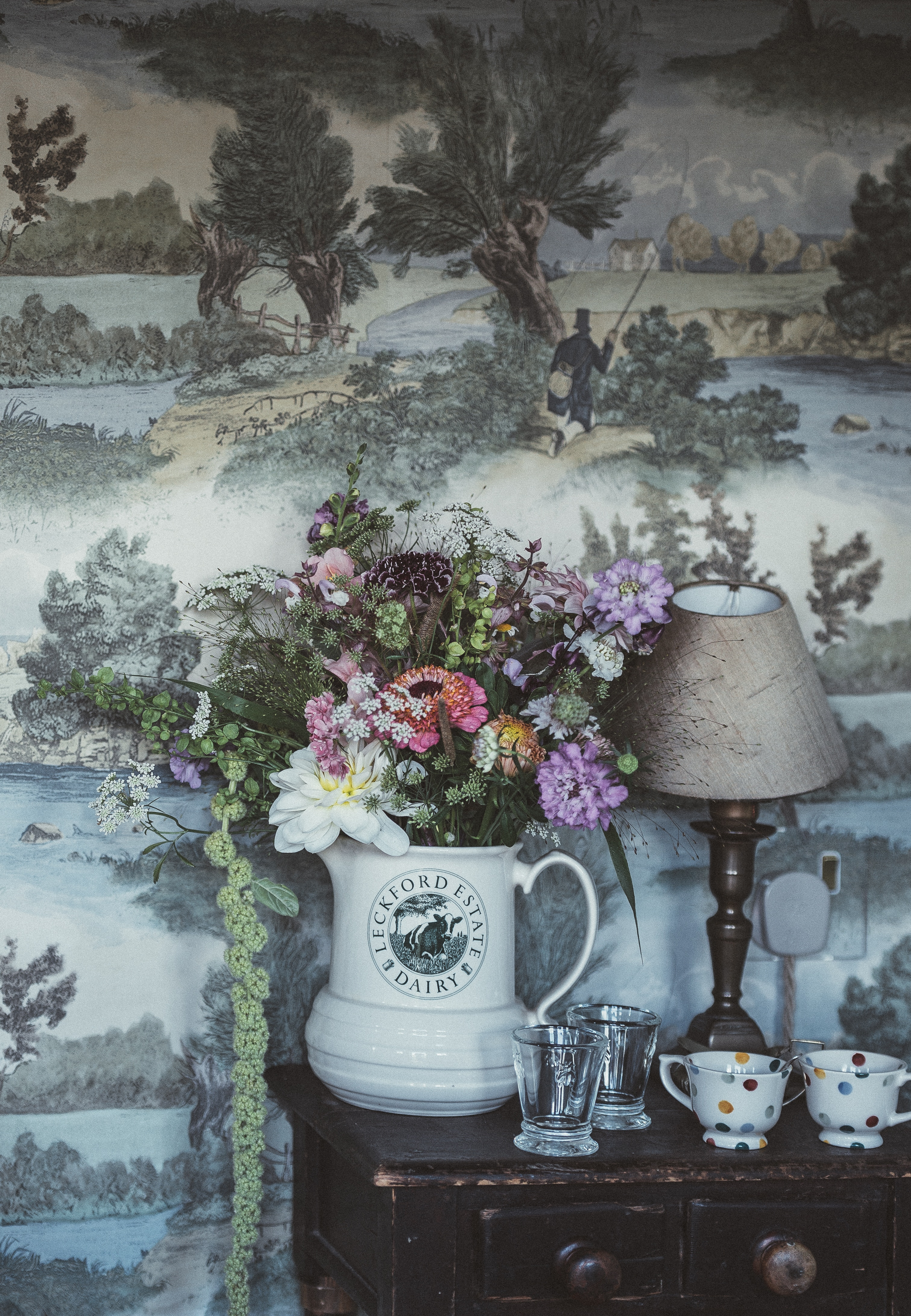 82545 download wallpaper Flowers, Cups, Bouquet, Wall, Lamp screensavers and pictures for free