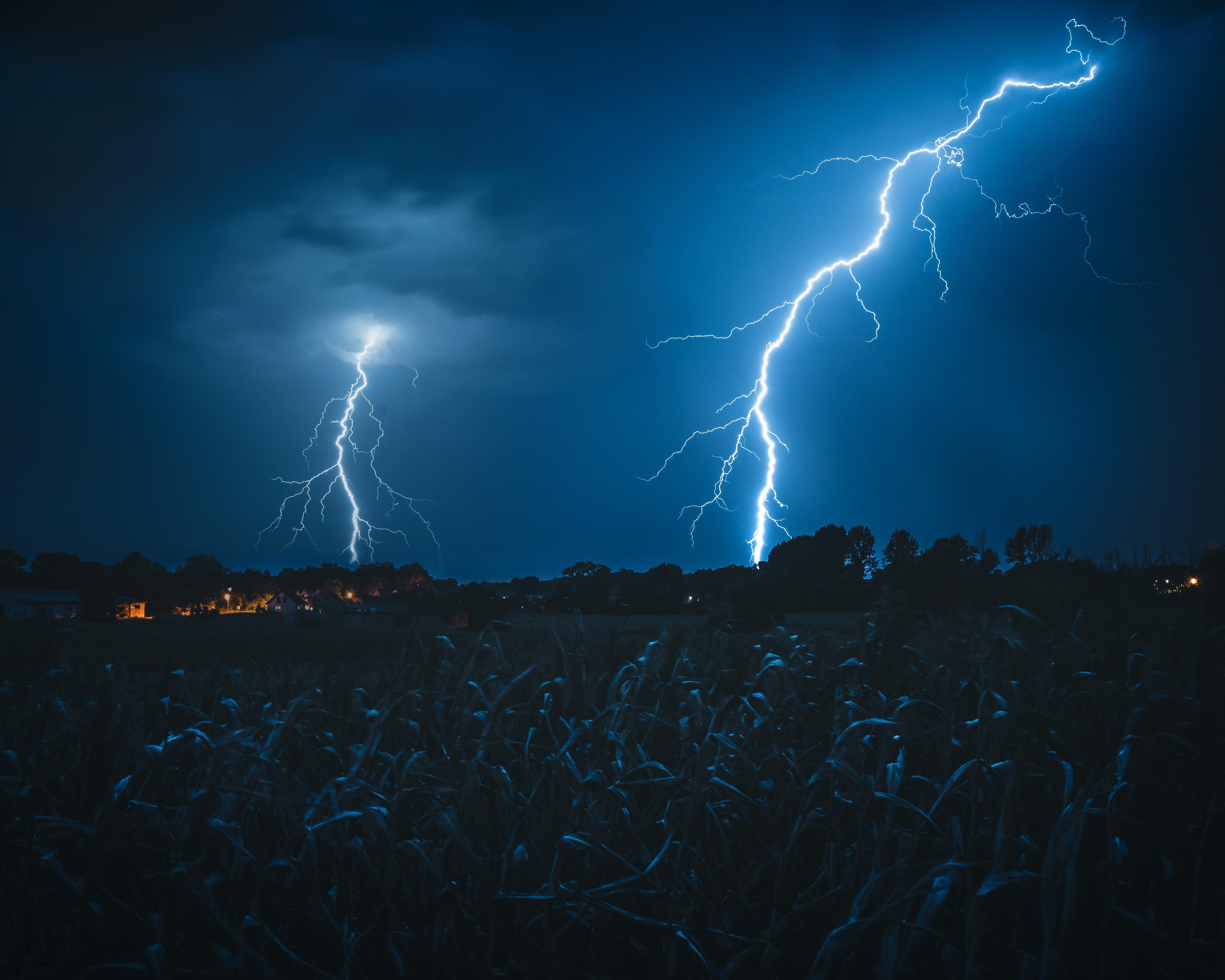 133657 Заставки и Обои Молния на телефон. Скачать Природа, Небо, Ночь, Темный, Пасмурно, Молния картинки бесплатно