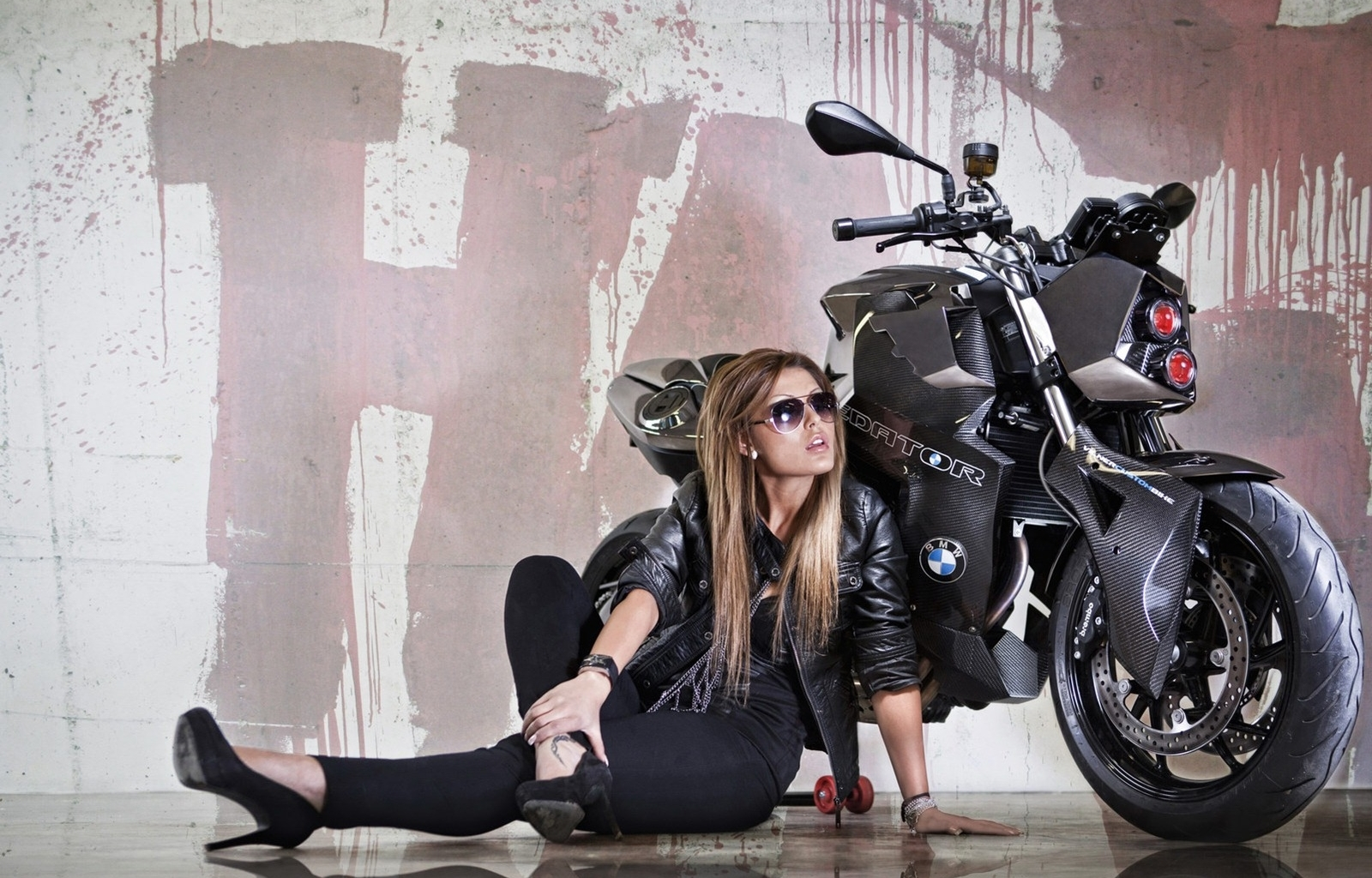 41591 download wallpaper People, Girls, Transport, Motorcycles screensavers and pictures for free