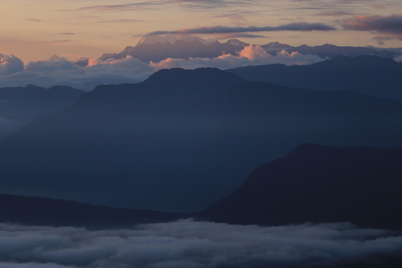156293 скачать обои Природа, Холмы, Облака, Туман, Небо - заставки и картинки бесплатно