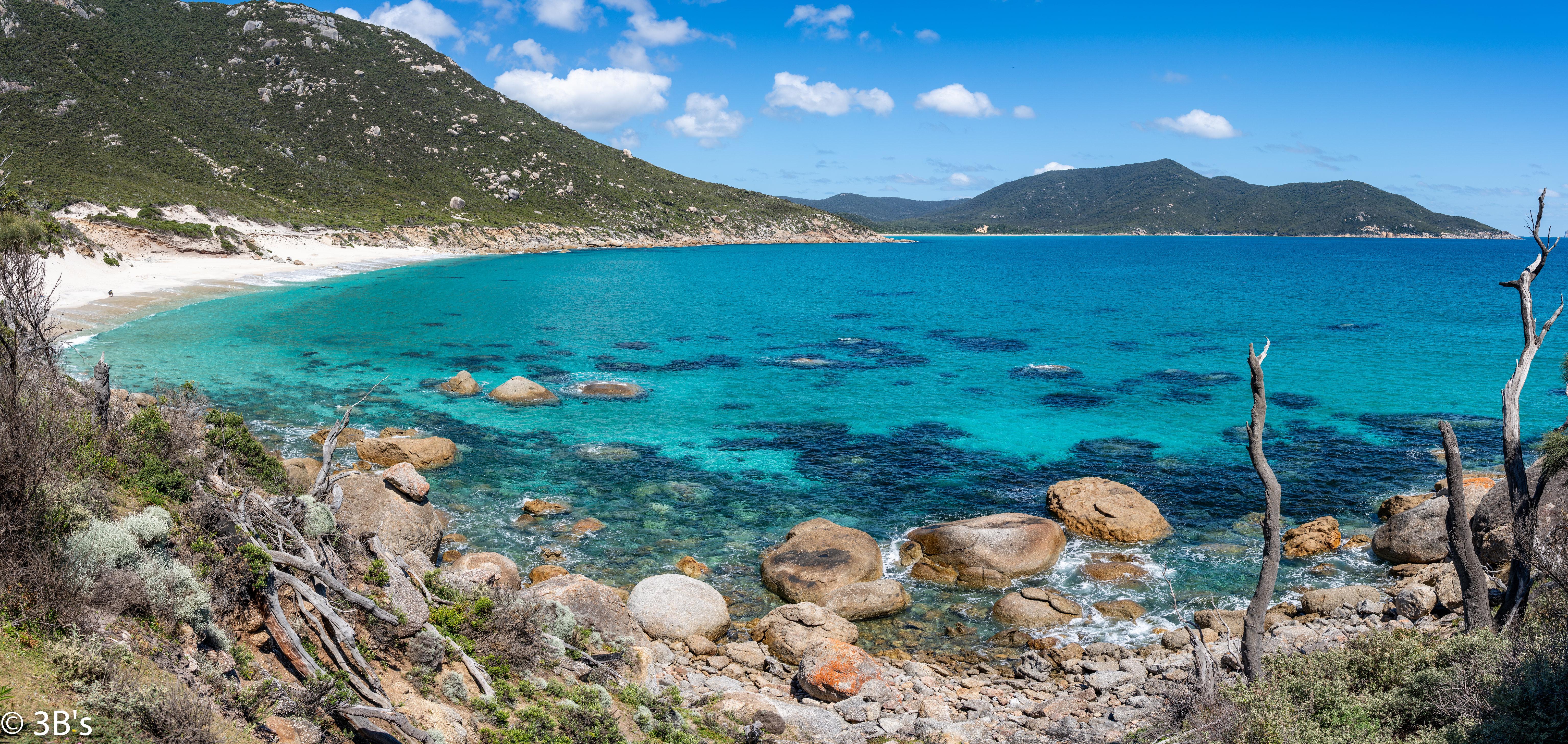 153688 скачать обои Природа, Море, Вода, Берег, Камни, Горы, Пейзаж - заставки и картинки бесплатно