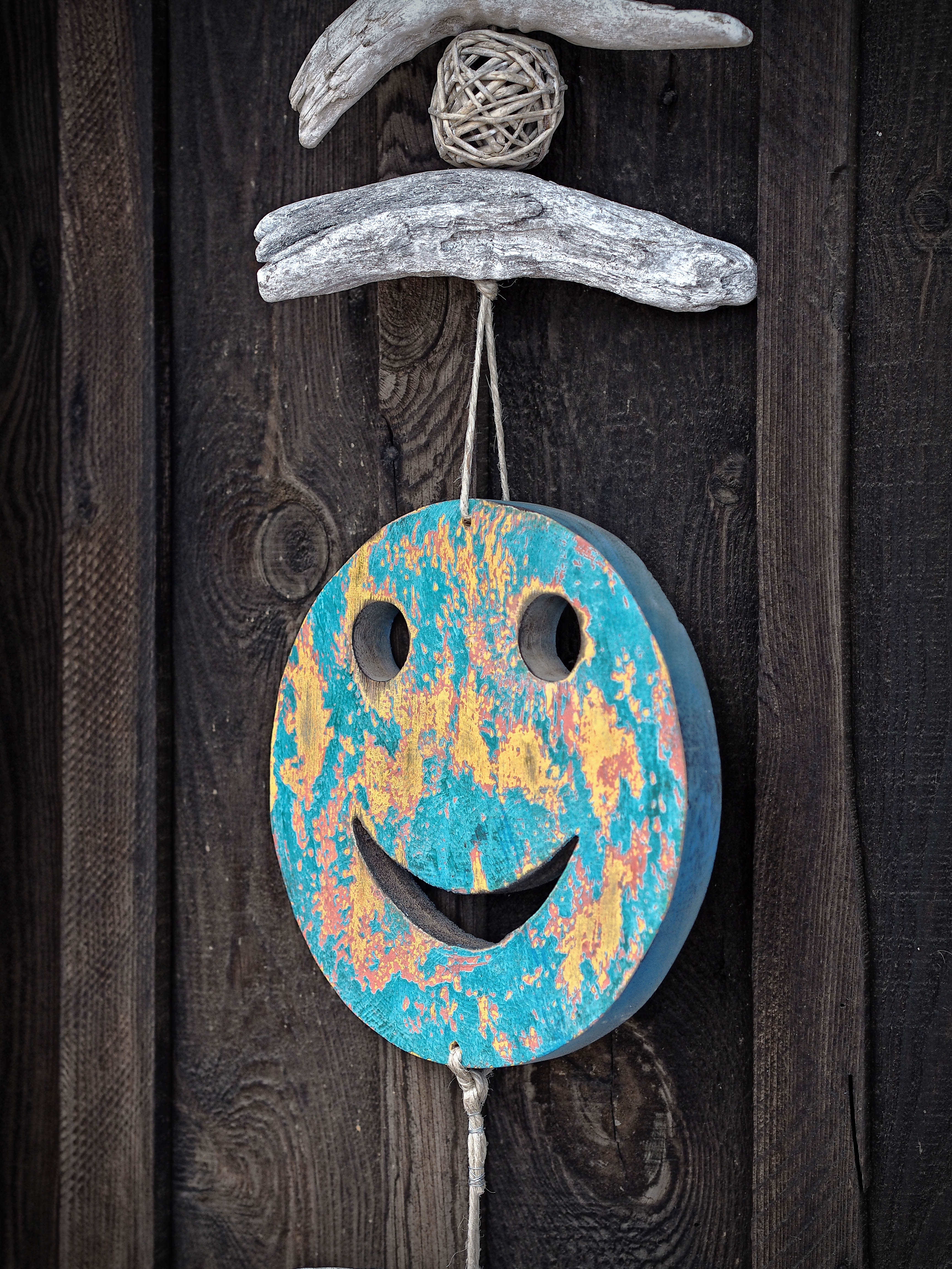 147078 Screensavers and Wallpapers Emoticon for phone. Download Miscellanea, Miscellaneous, Wood, Wooden, Smile, Decoration, Emoticon, Smiley pictures for free