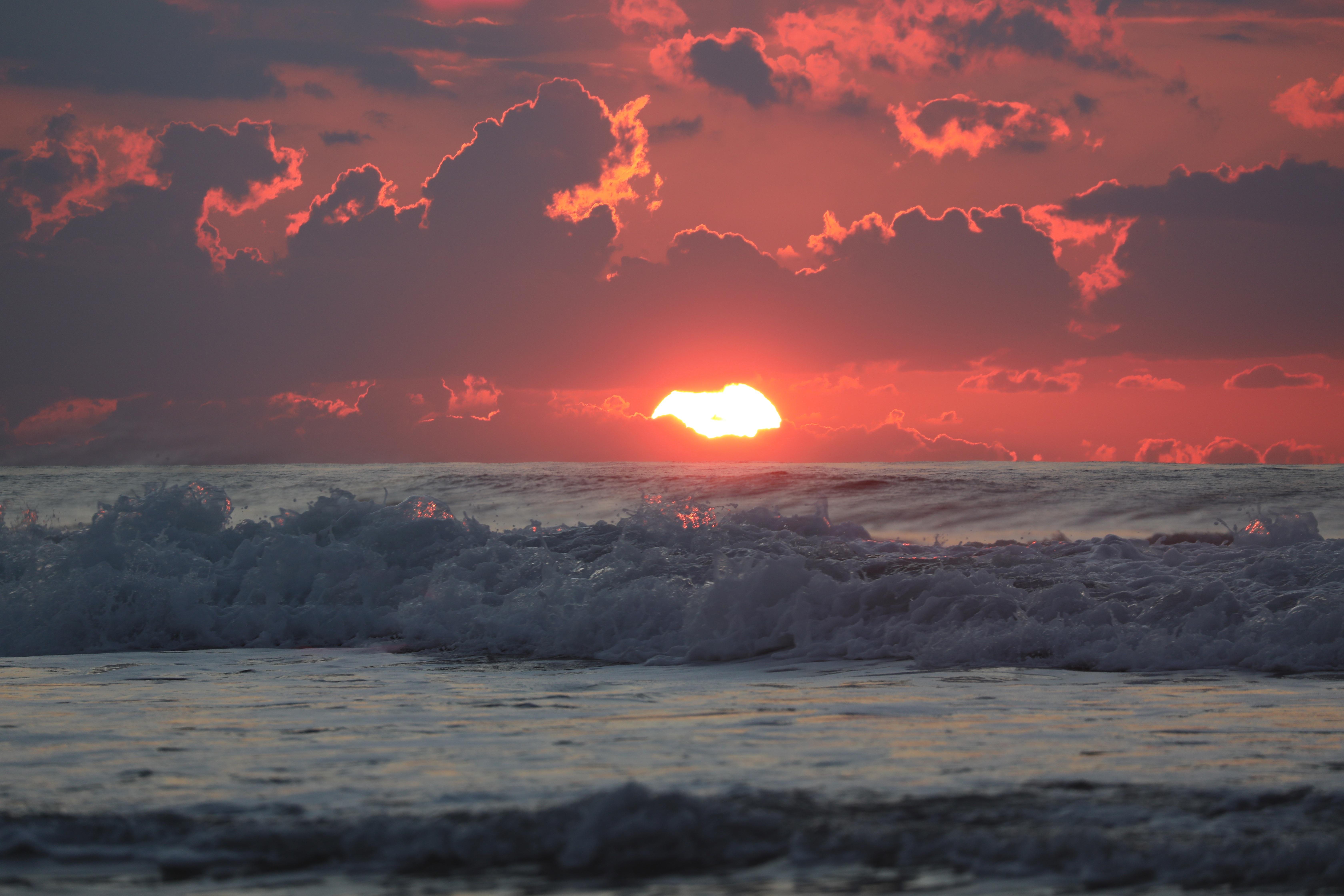 114479 Заставки и Обои Волны на телефон. Скачать Природа, Море, Горизонт, Закат, Облака, Волны, Солнце картинки бесплатно