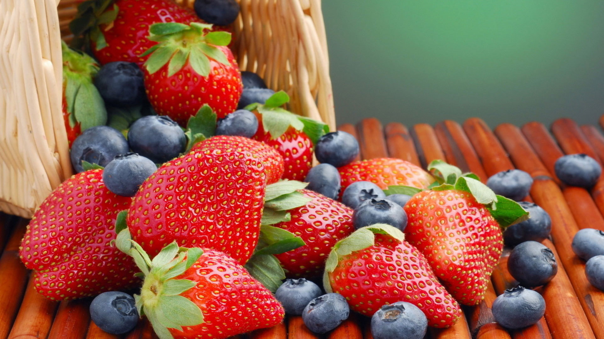 15458 download wallpaper Fruits, Food, Strawberry, Background, Bilberries, Berries screensavers and pictures for free