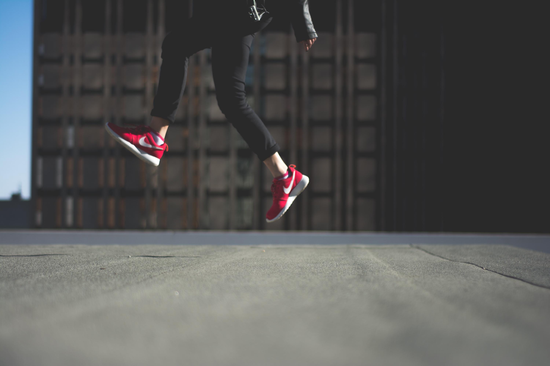 51947 скачать обои Найк (Nike), Спорт, Разное, Ноги, Кроссовки - заставки и картинки бесплатно