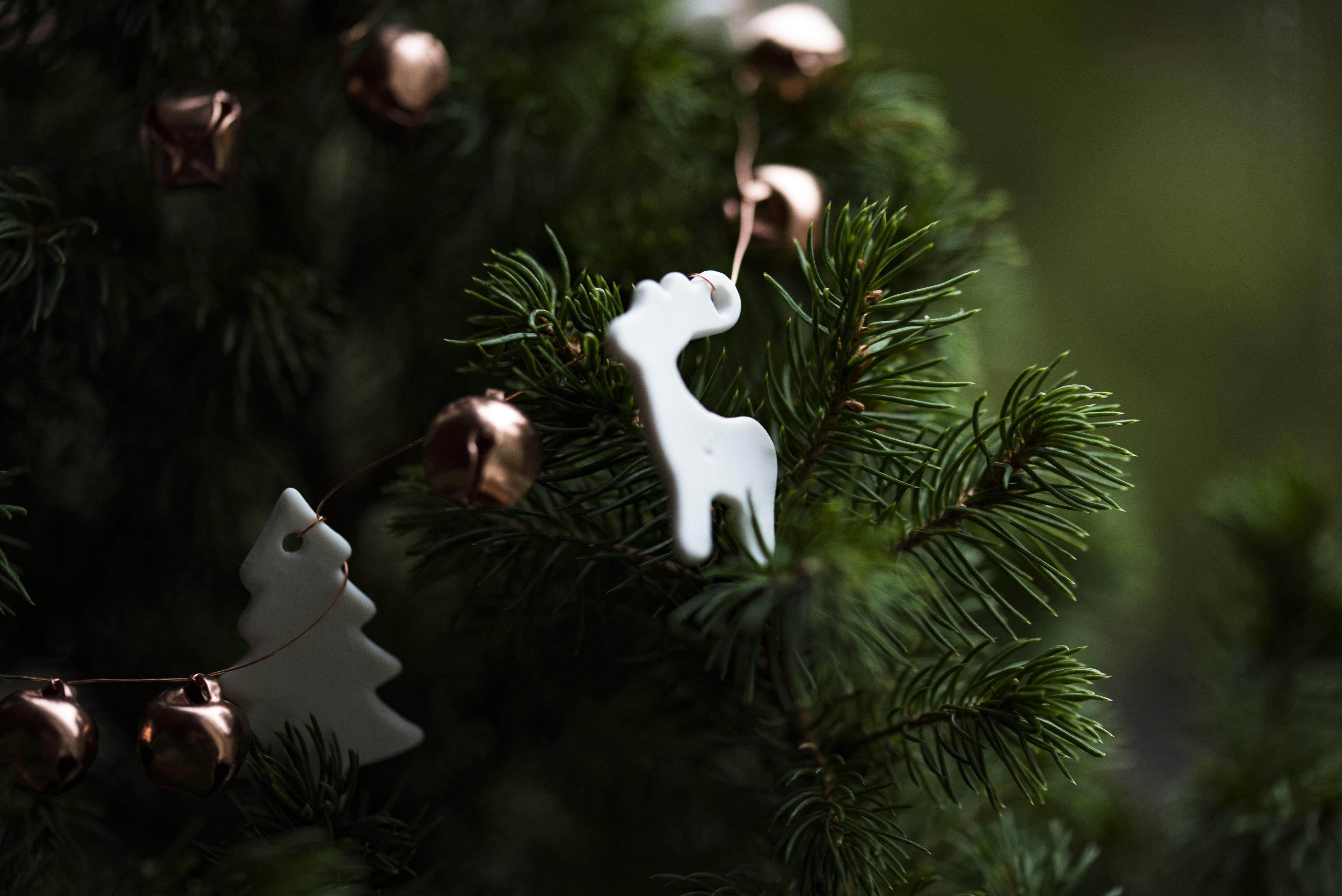 155760 Salvapantallas y fondos de pantalla Año Nuevo en tu teléfono. Descarga imágenes de Vacaciones, Navidad, Año Nuevo, Árbol De Navidad, Juguete gratis