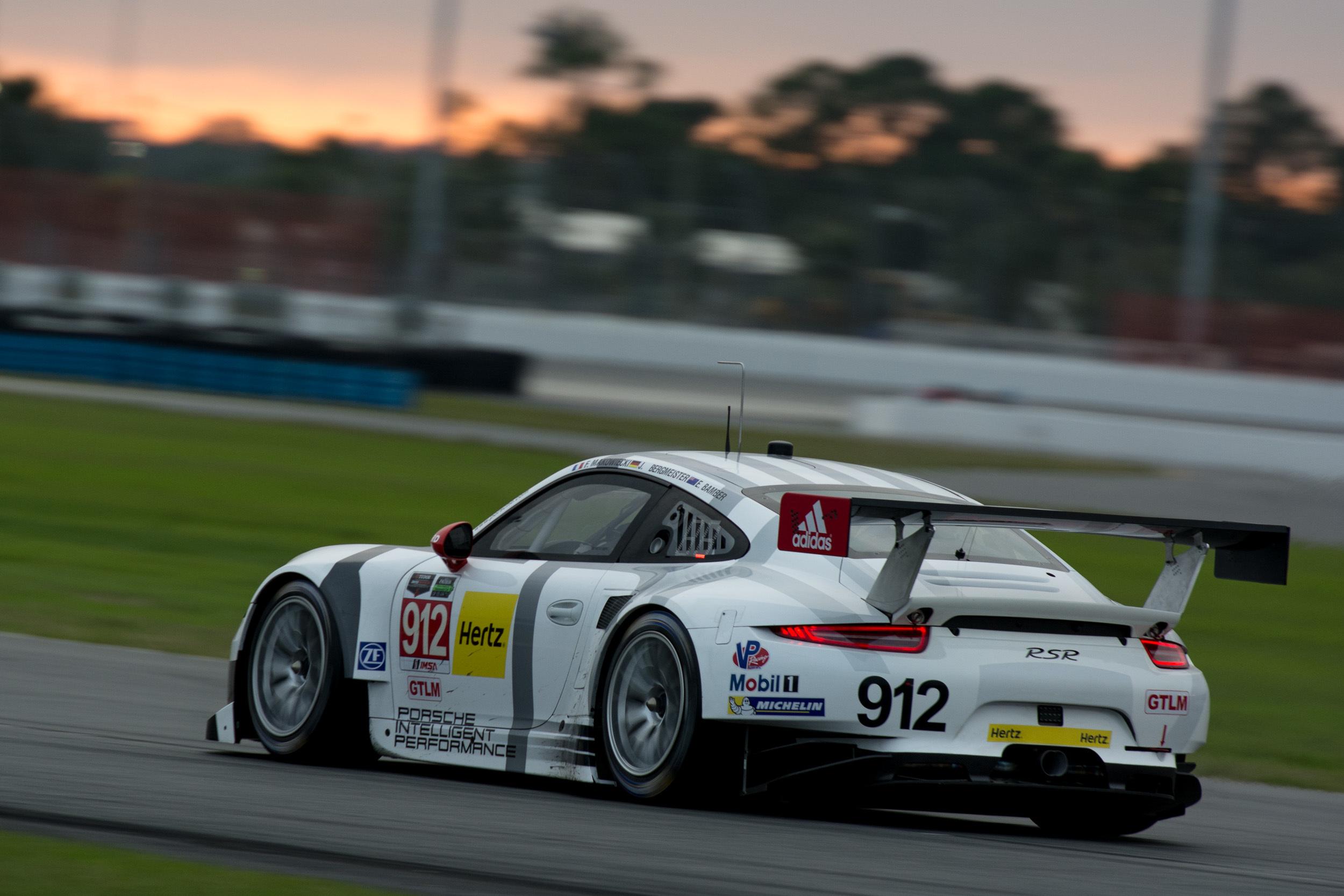 102947 Hintergrundbild herunterladen Sport, Rennen, Der Verkehr, Bewegung, Sportwagen, Porsche 911, Geschwindigkeit - Bildschirmschoner und Bilder kostenlos