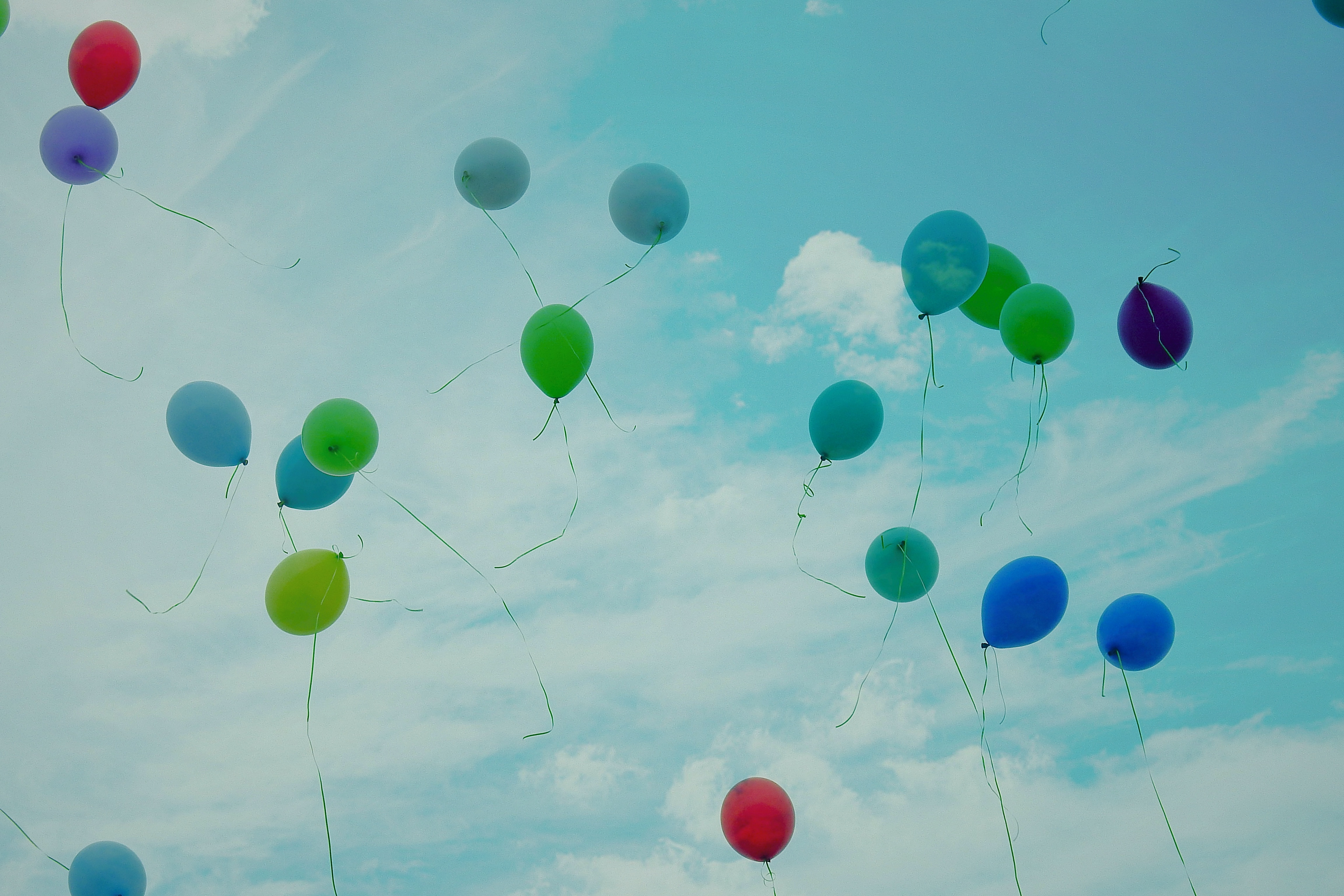 155679 download wallpaper Sky, Clouds, Balloons, Miscellanea, Miscellaneous, Multicolored, Motley, Flight, Ease, Air Balloons screensavers and pictures for free