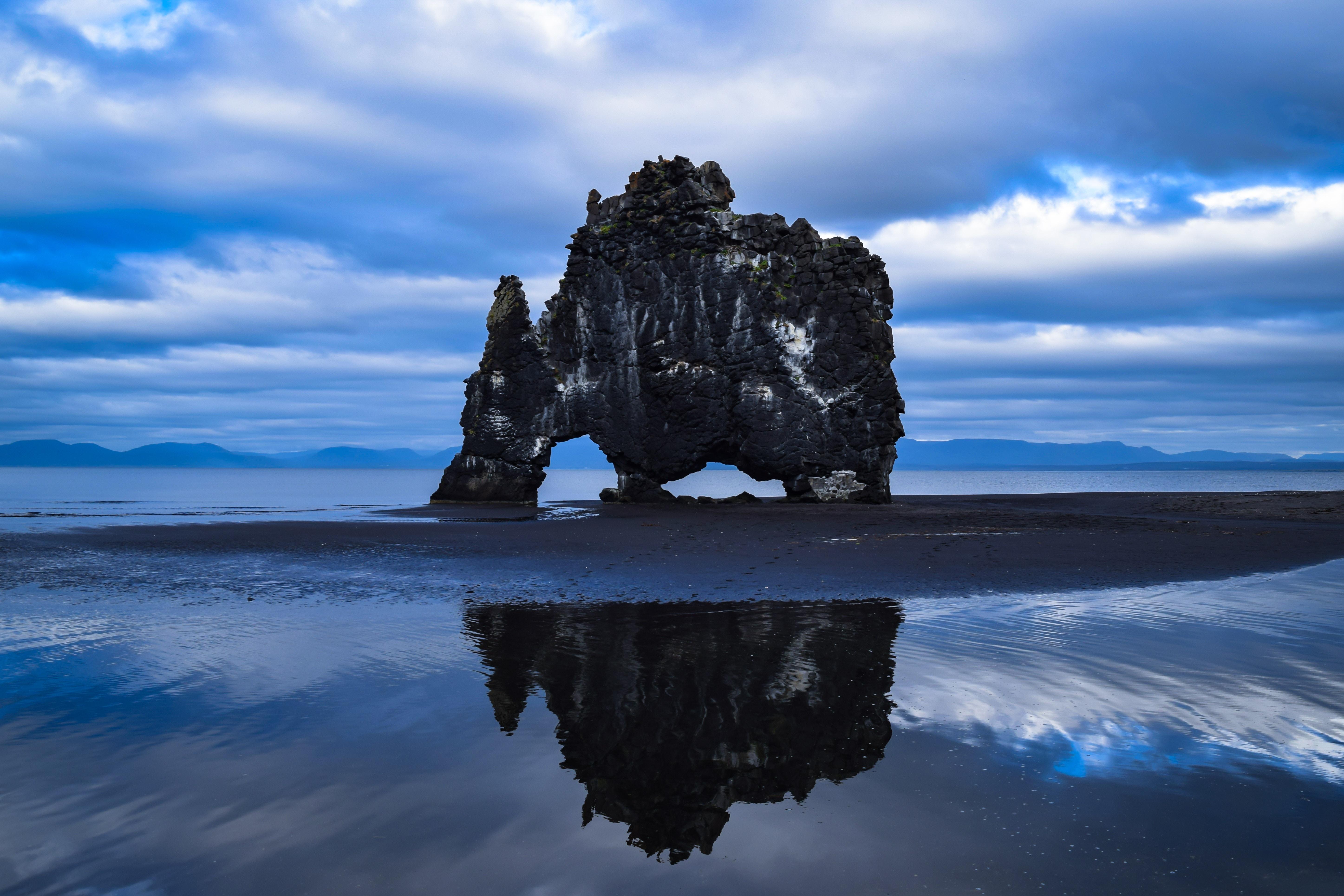 85407 Hintergrundbild 720x1280 kostenlos auf deinem Handy, lade Bilder Natur, Sea, Felsen, Rock, Ufer, Bank, Island, Basaltgestein, Basalt Rock, Hwitserkur, Khvitserkur 720x1280 auf dein Handy herunter