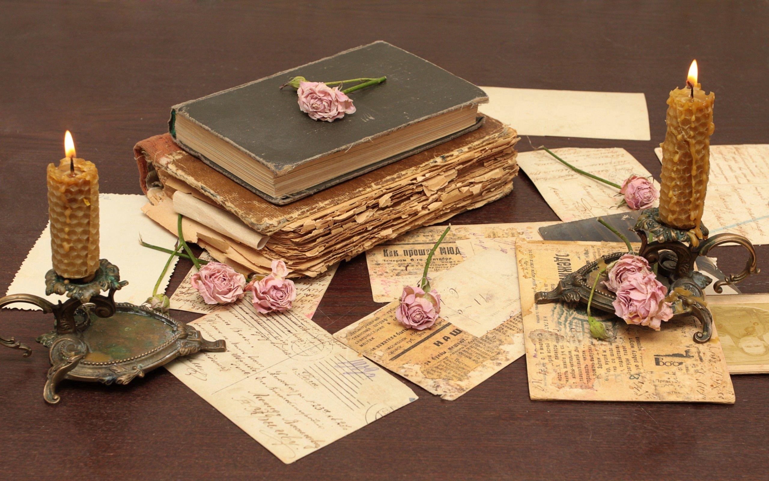 63033 скачать обои Разное, Стол, Книги, Старинный, Цветы - заставки и картинки бесплатно