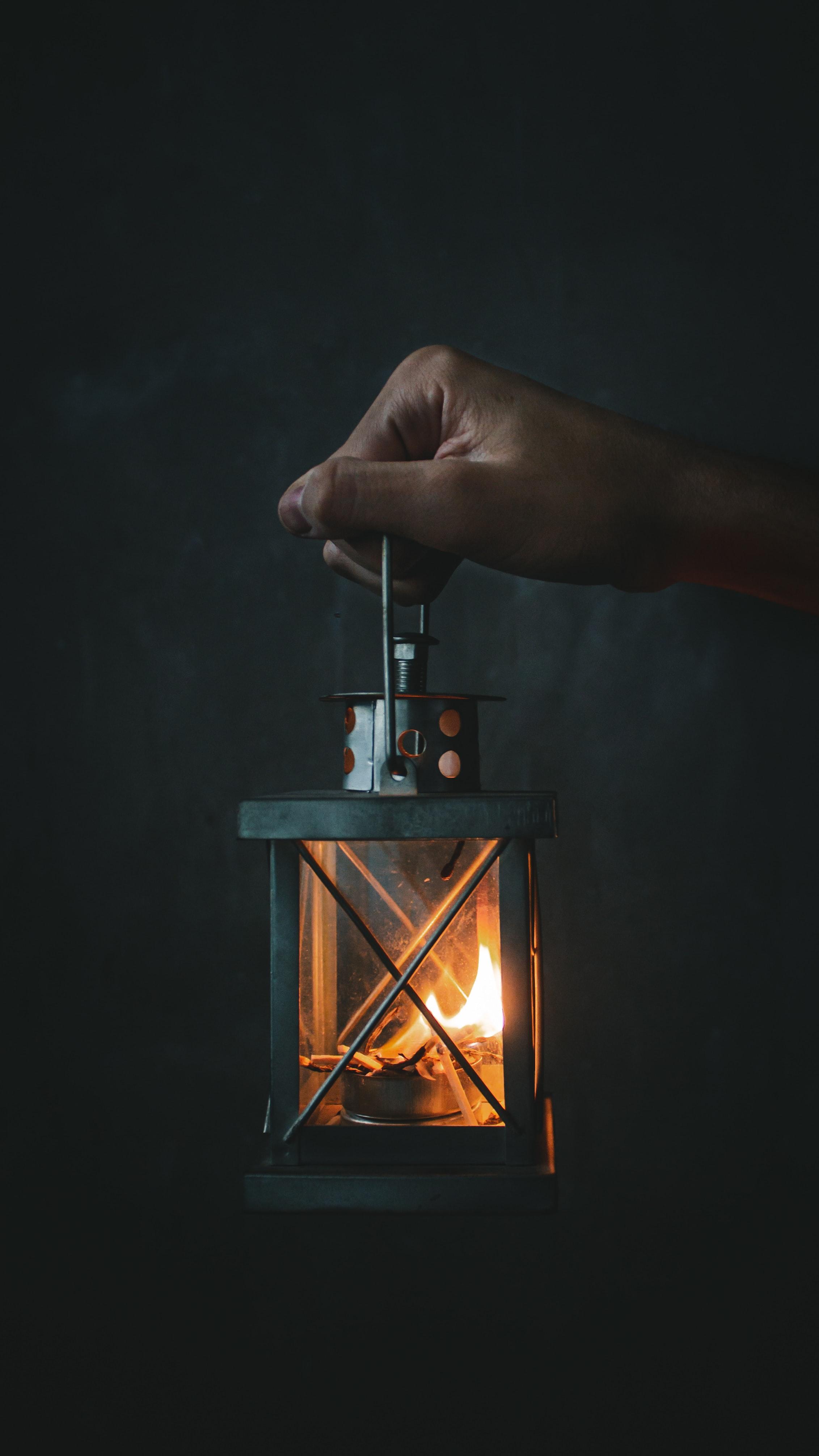 155752 免費下載壁紙 杂项, 灯, 灯笼, 火, 火焰, 手, 手部, 辉光, 发光 屏保和圖片