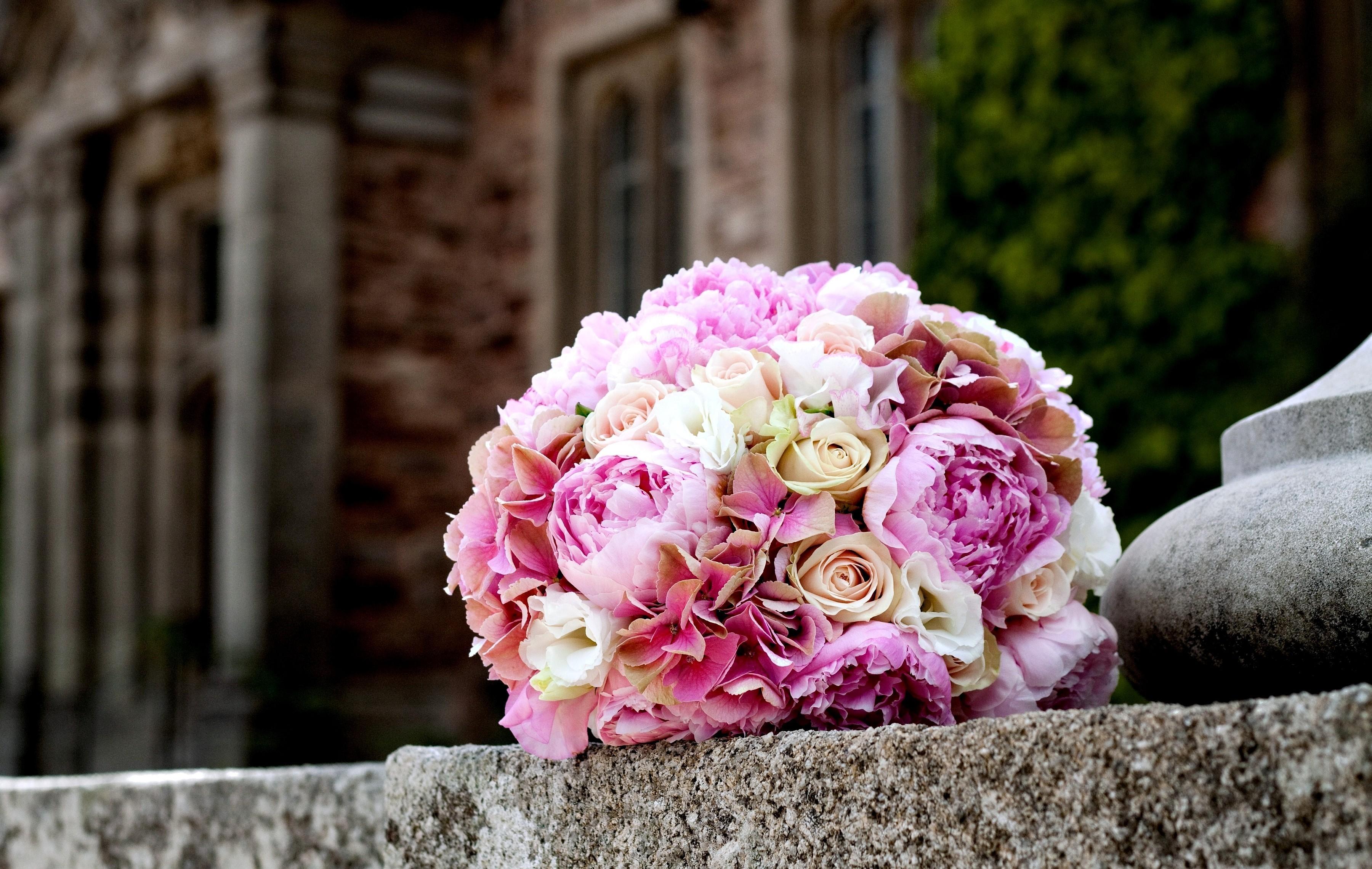 120054 скачать обои Розы, Пионы, Цветы, Букет, Шар, Нежность, Мрамор - заставки и картинки бесплатно