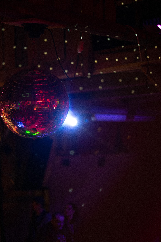 126517 télécharger le fond d'écran Musique, Boule Disco, Bal Disco, Briller, Lumière, Éclat, Sphère, En Miroir, Miroir - économiseurs d'écran et images gratuitement
