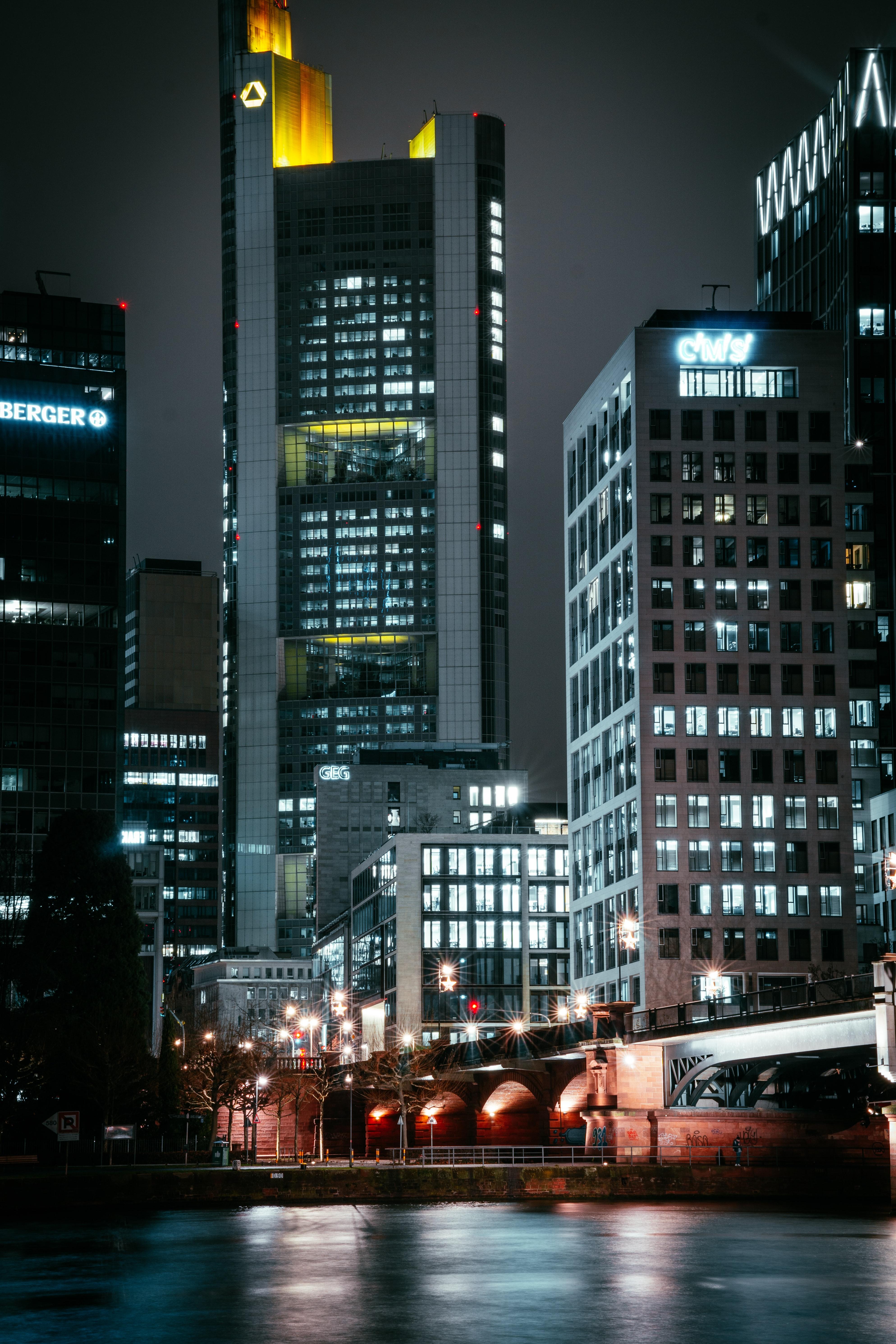 151758 скачать обои Город, Здания, Ночь, Огни, Архитектура, Города - заставки и картинки бесплатно