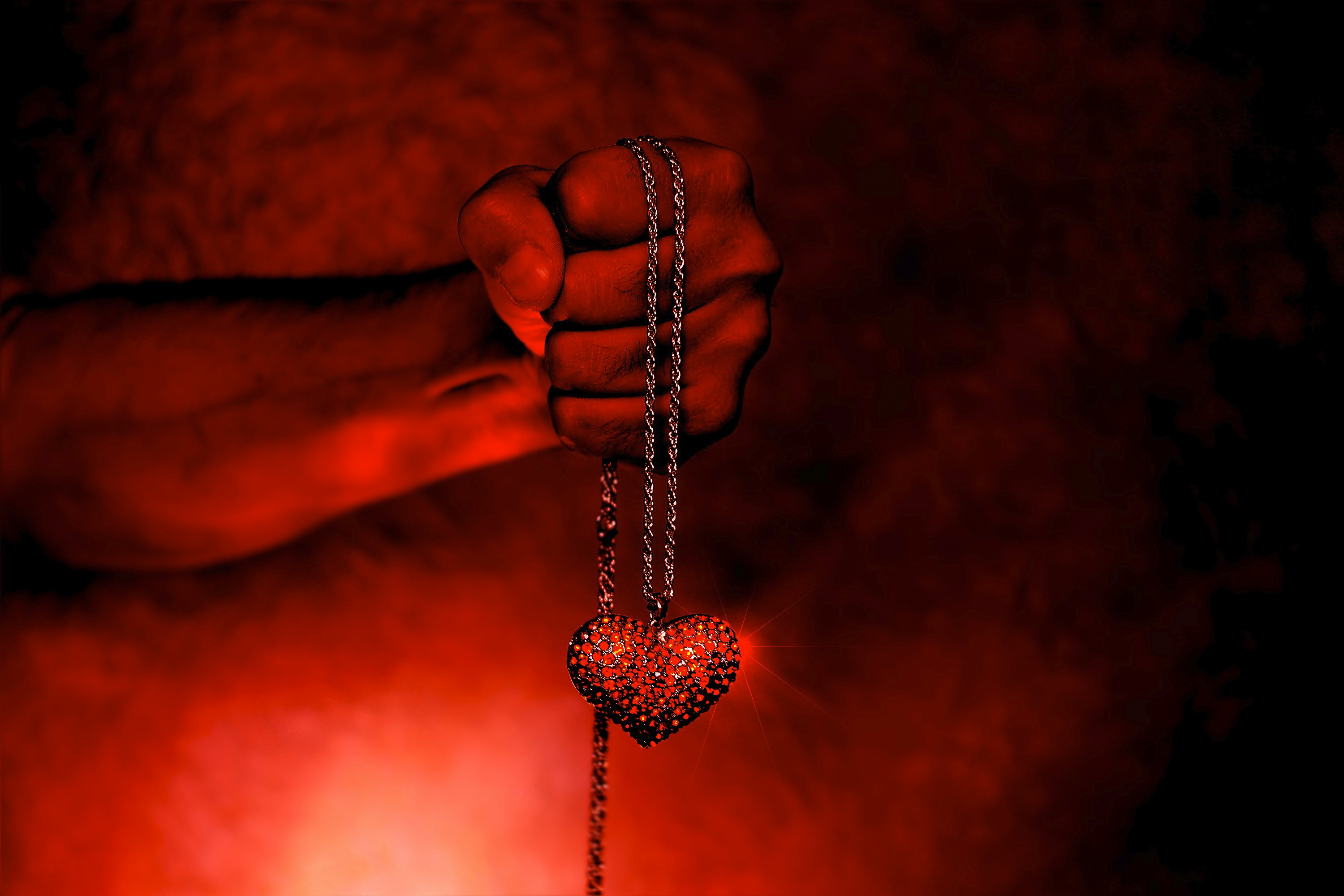 75531 download wallpaper Miscellanea, Miscellaneous, Heart, Hand, Chain, Shine, Brilliance screensavers and pictures for free