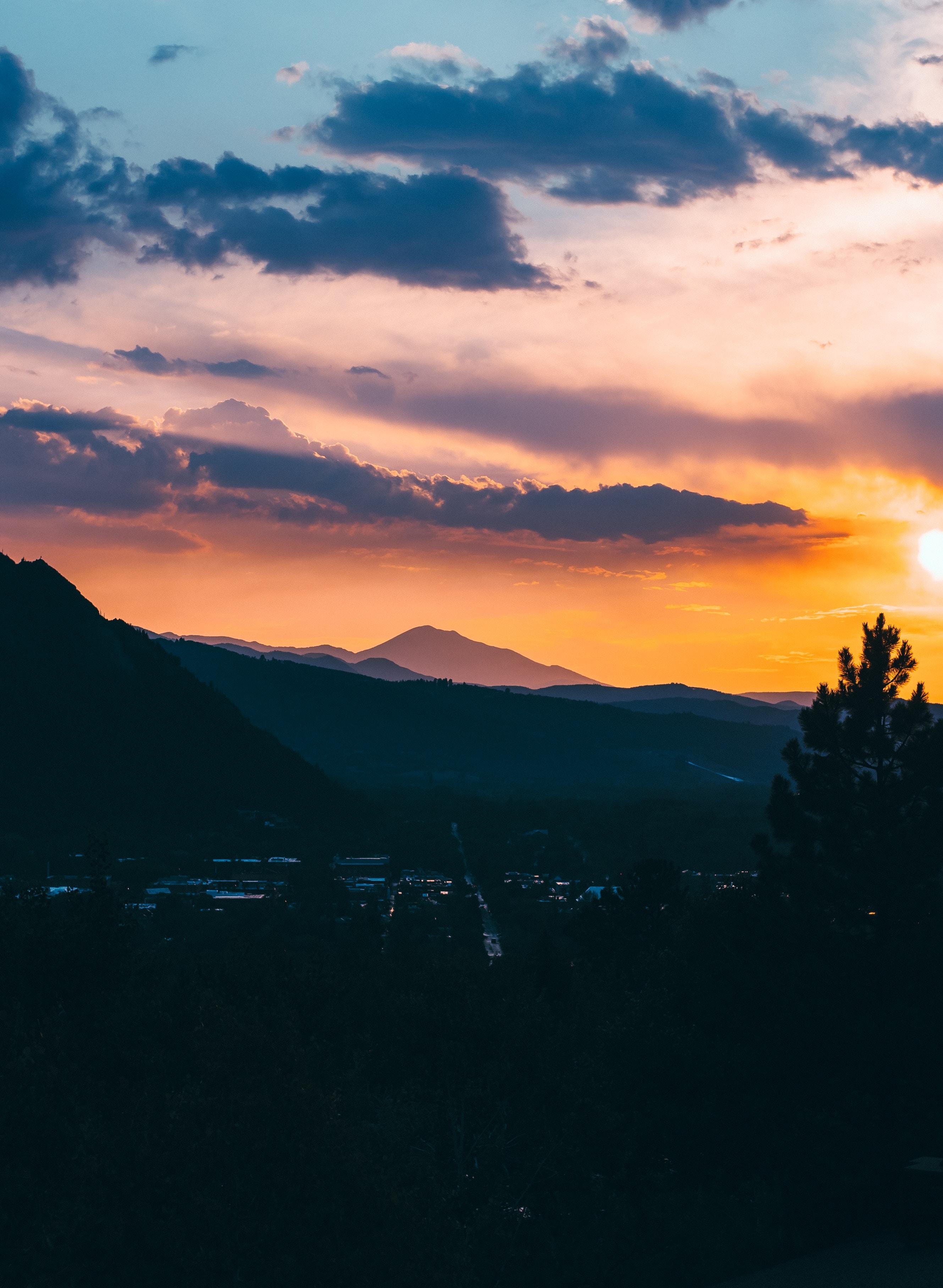 75975 papel de parede 2160x3840 em seu telefone gratuitamente, baixe imagens Natureza, Pôr Do Sol, Montanhas, Nuvens, Vista De Cima, Ver De Cima, Vila, Aldeia 2160x3840 em seu celular