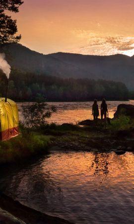 59184 скачать обои Природа, Палатка, Лес, Озеро, Девушки, Силуэты, Труба, Вечер, Горы - заставки и картинки бесплатно