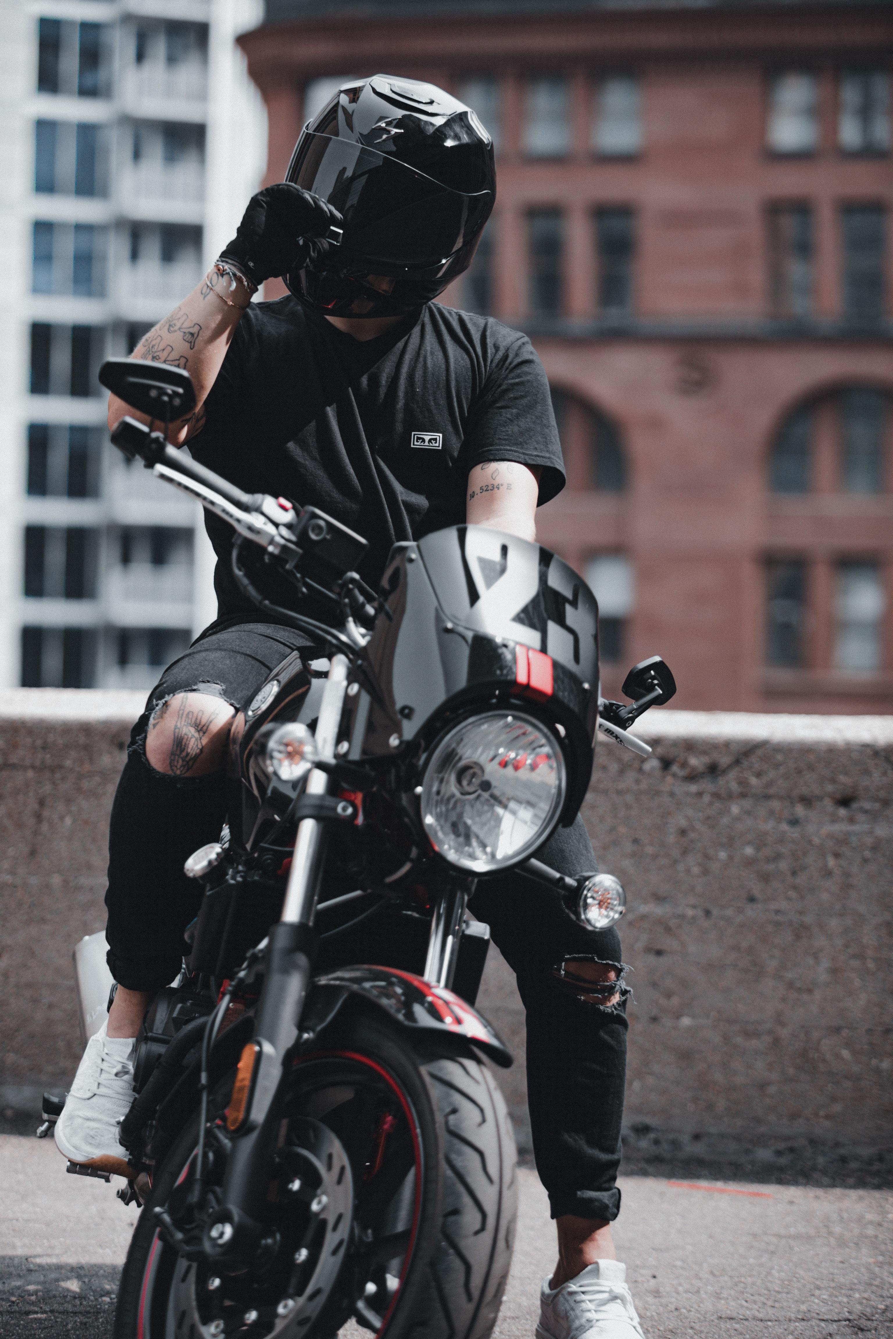 107631 Заставки и Обои Мотоциклы на телефон. Скачать Мотоциклы, Байк, Мотоциклист, Вид Спереди, Шлем, Мотоцикл картинки бесплатно