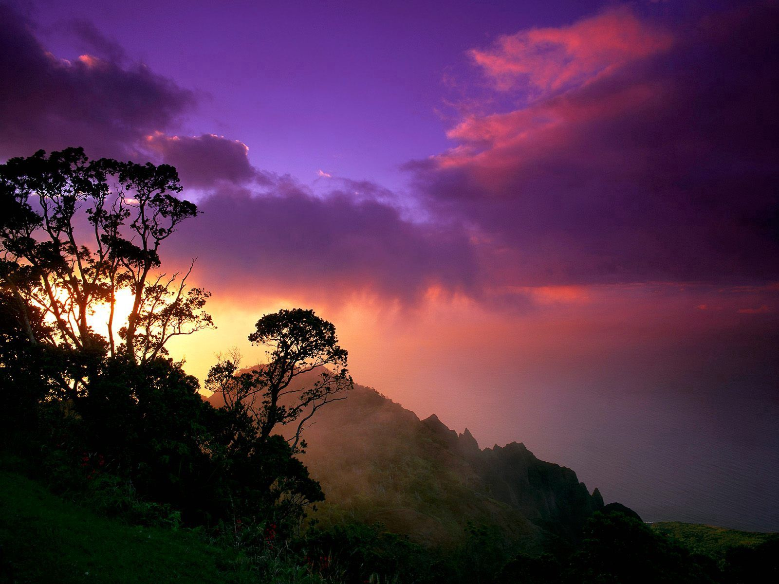 73349 скачать обои Природа, Облака, Небо, Склон, Очертания - заставки и картинки бесплатно