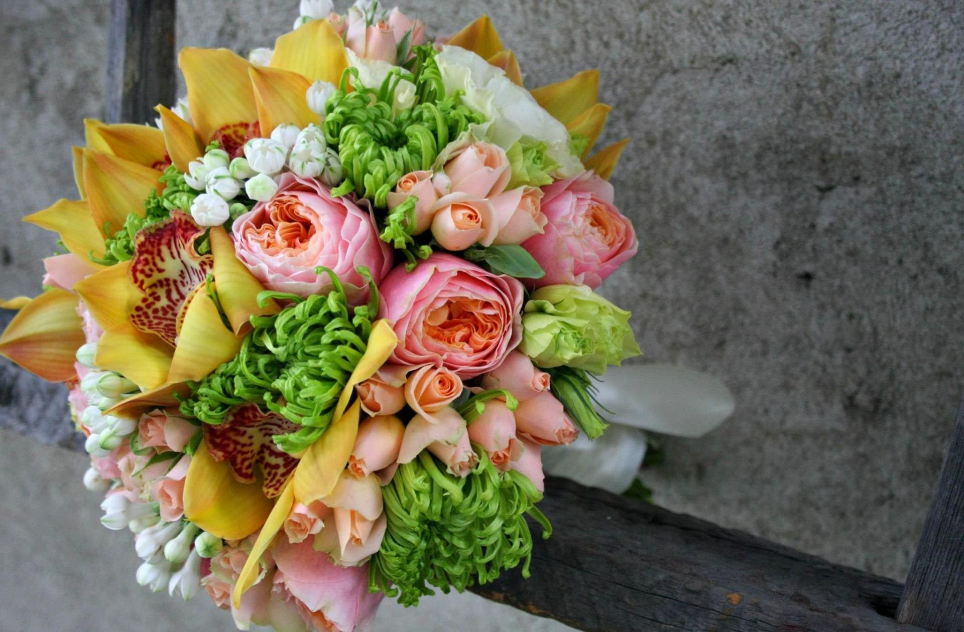 71706 скачать обои Композиция, Розы, Цветы, Букет, Лизиантус Рассела - заставки и картинки бесплатно