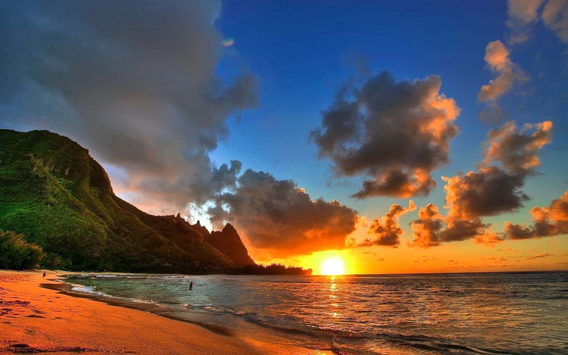 72939 скачать обои Закат, Море, Природа, Солнце, Горы, Облака, Пляж, Берег, Вечер, Штиль - заставки и картинки бесплатно