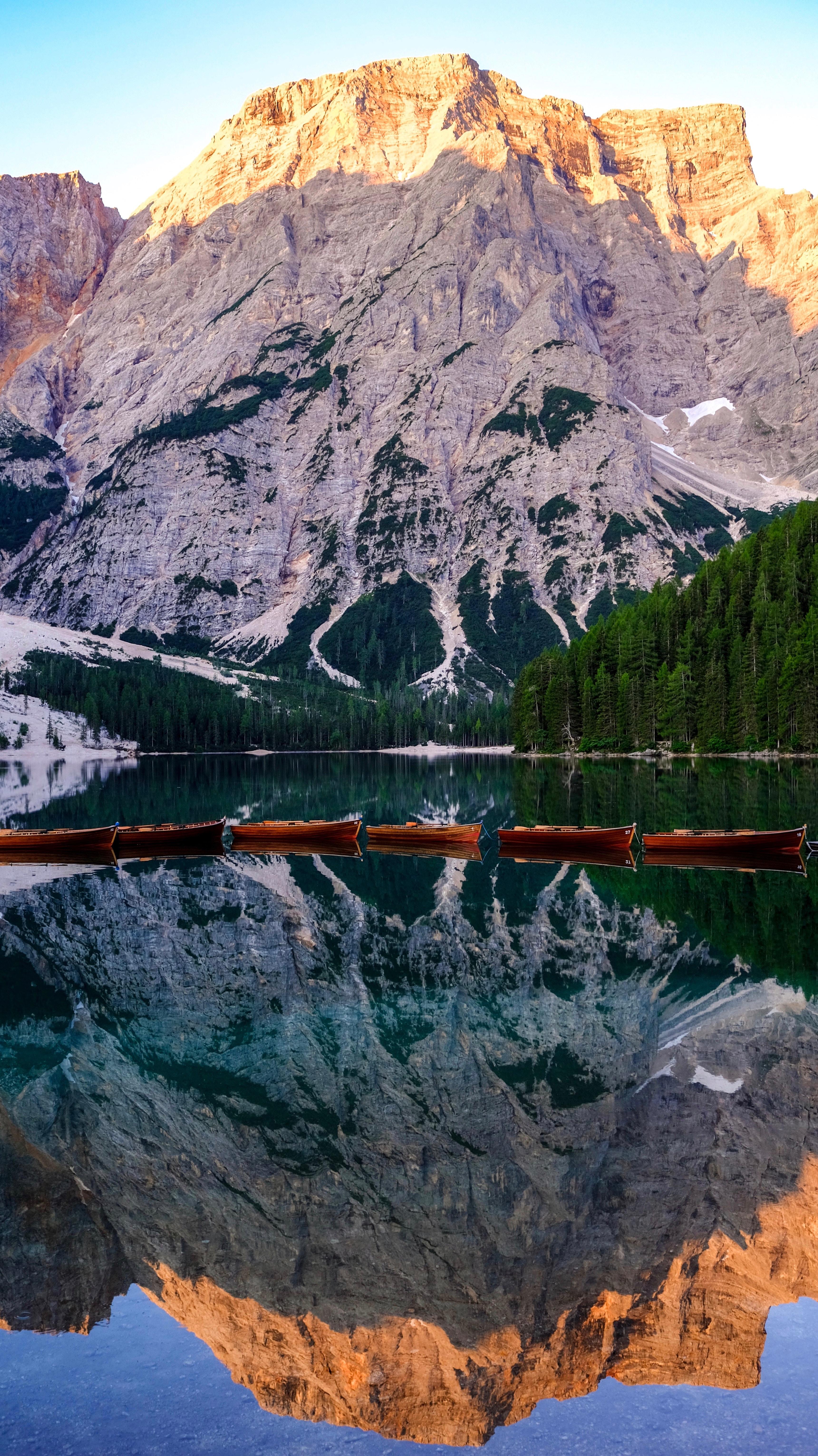 104147 Заставки и Обои Лодки на телефон. Скачать Природа, Лодки, Отражение, Горы, Пейзаж картинки бесплатно
