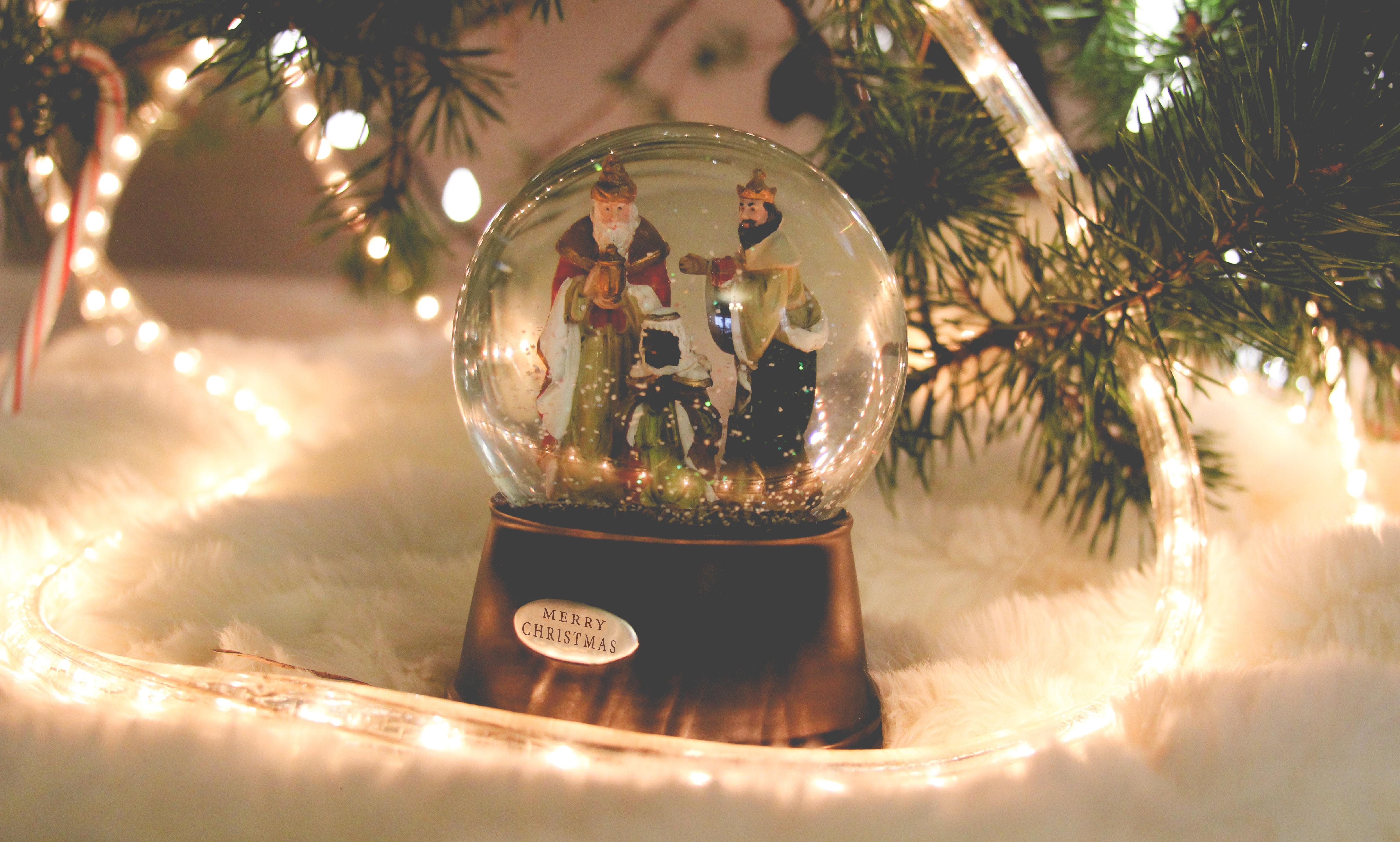 104088 Hintergrundbild herunterladen Feiertage, Neujahr, Weihnachtsmann, Weihnachten, Neues Jahr, Ball - Bildschirmschoner und Bilder kostenlos