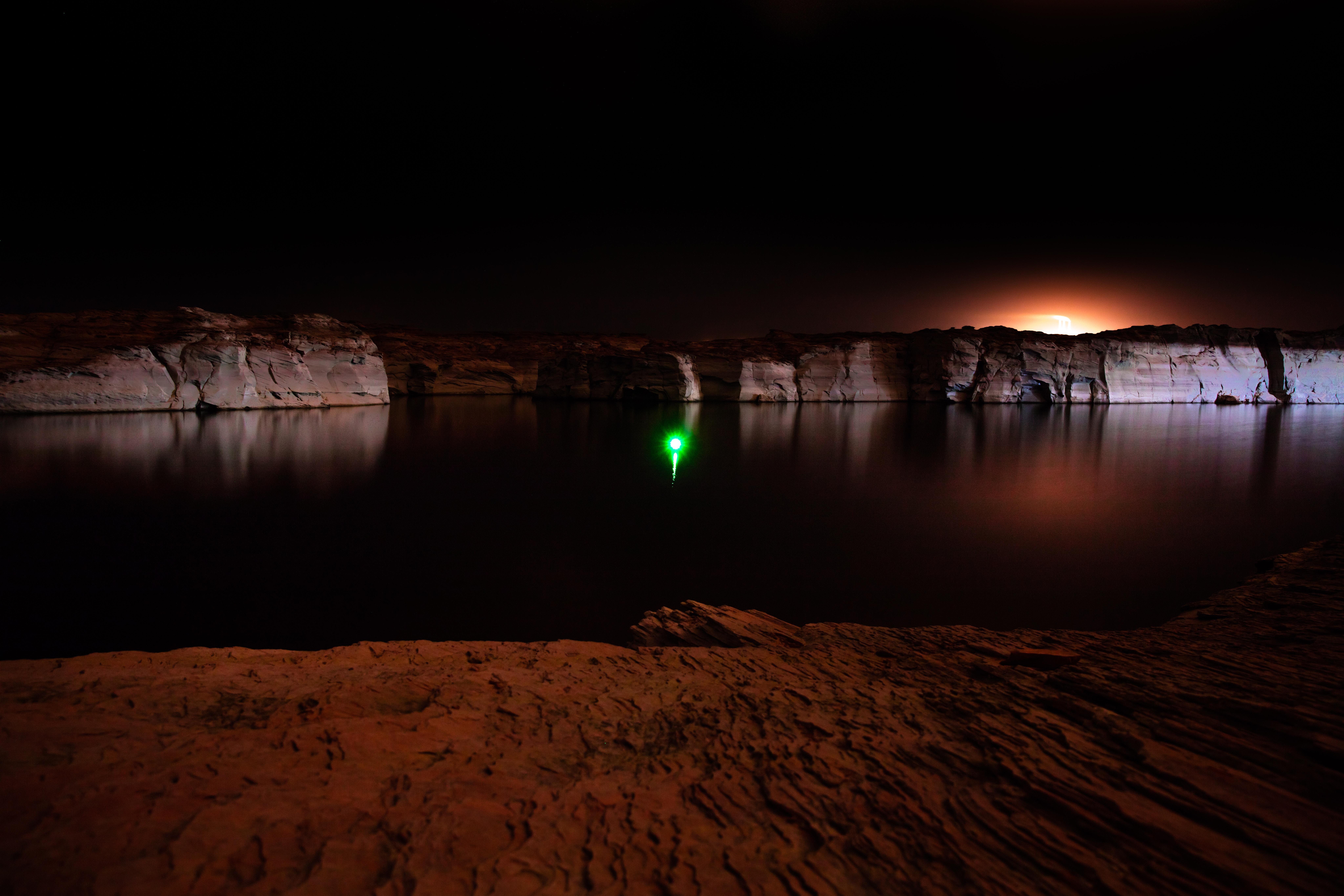 52470 Заставки и Обои Озеро на телефон. Скачать Озеро, Темные, Ночь, Каньон, Отражение, Свет картинки бесплатно