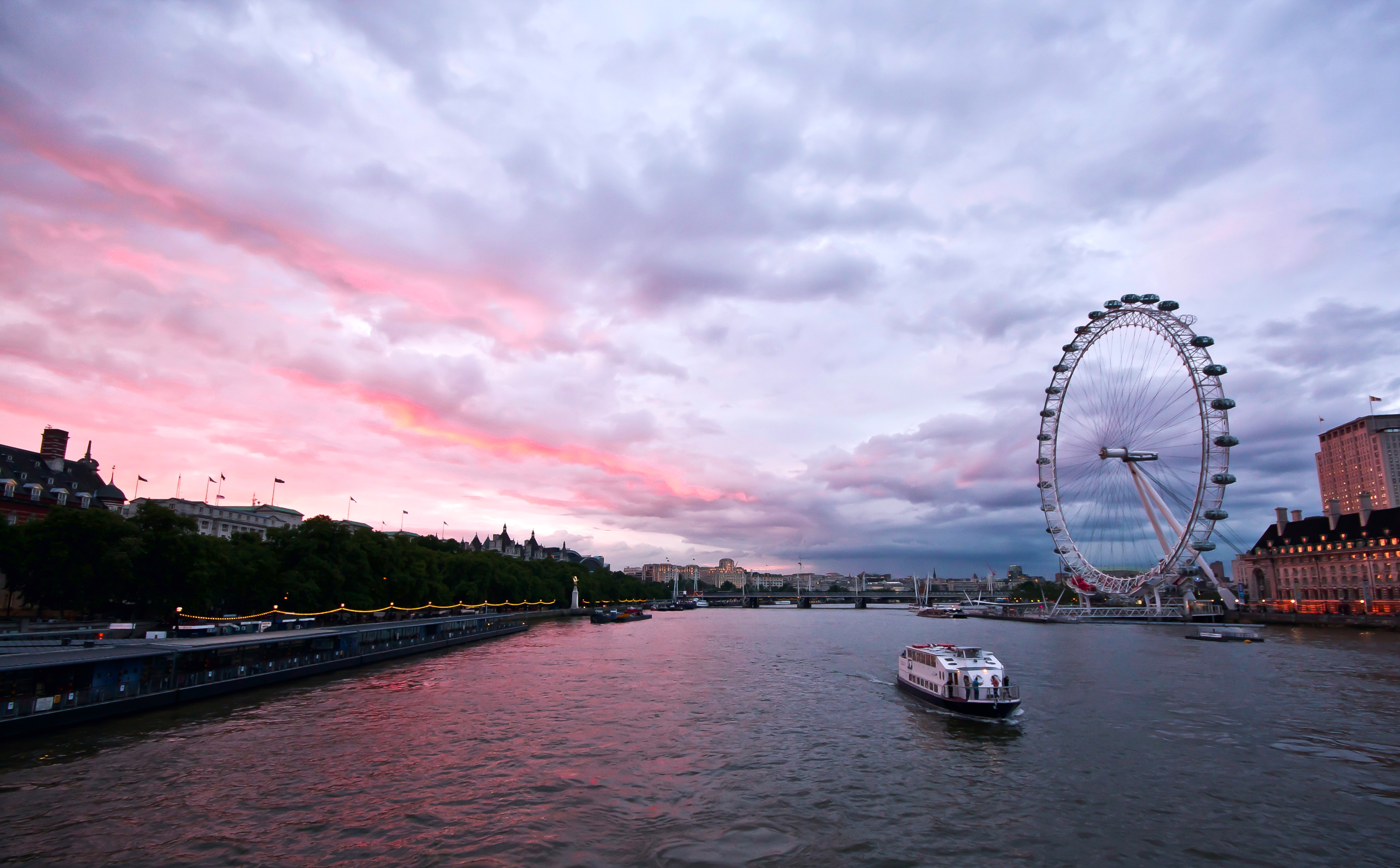 157947 Screensavers and Wallpapers London for phone. Download Cities, Rivers, Sky, Great Britain, Architecture, Clouds, London, Building, Evening, Ferris Wheel, Embankment, Quay, United Kingdom, England, Capital, Thames pictures for free