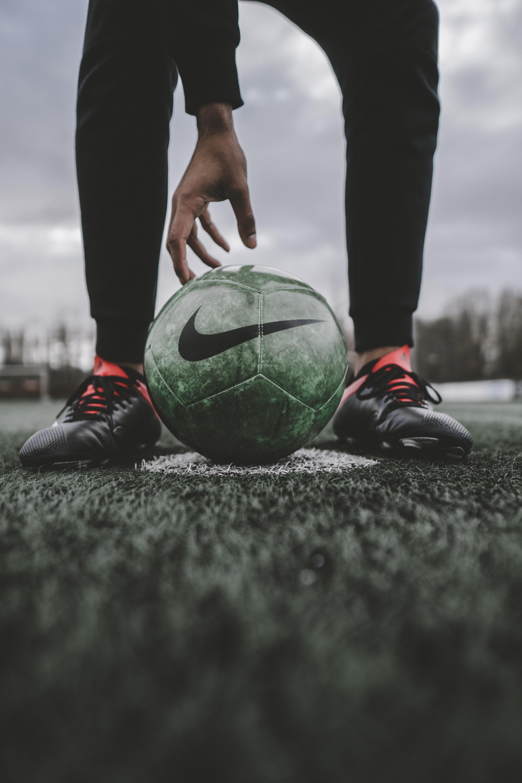 Baixe 127894: Futebol, Esportes, Grama, Bola, Gramado, Jogador De Futebol, Futebolista, Bola De Futebol papel de parede da área de trabalho gratuitamente