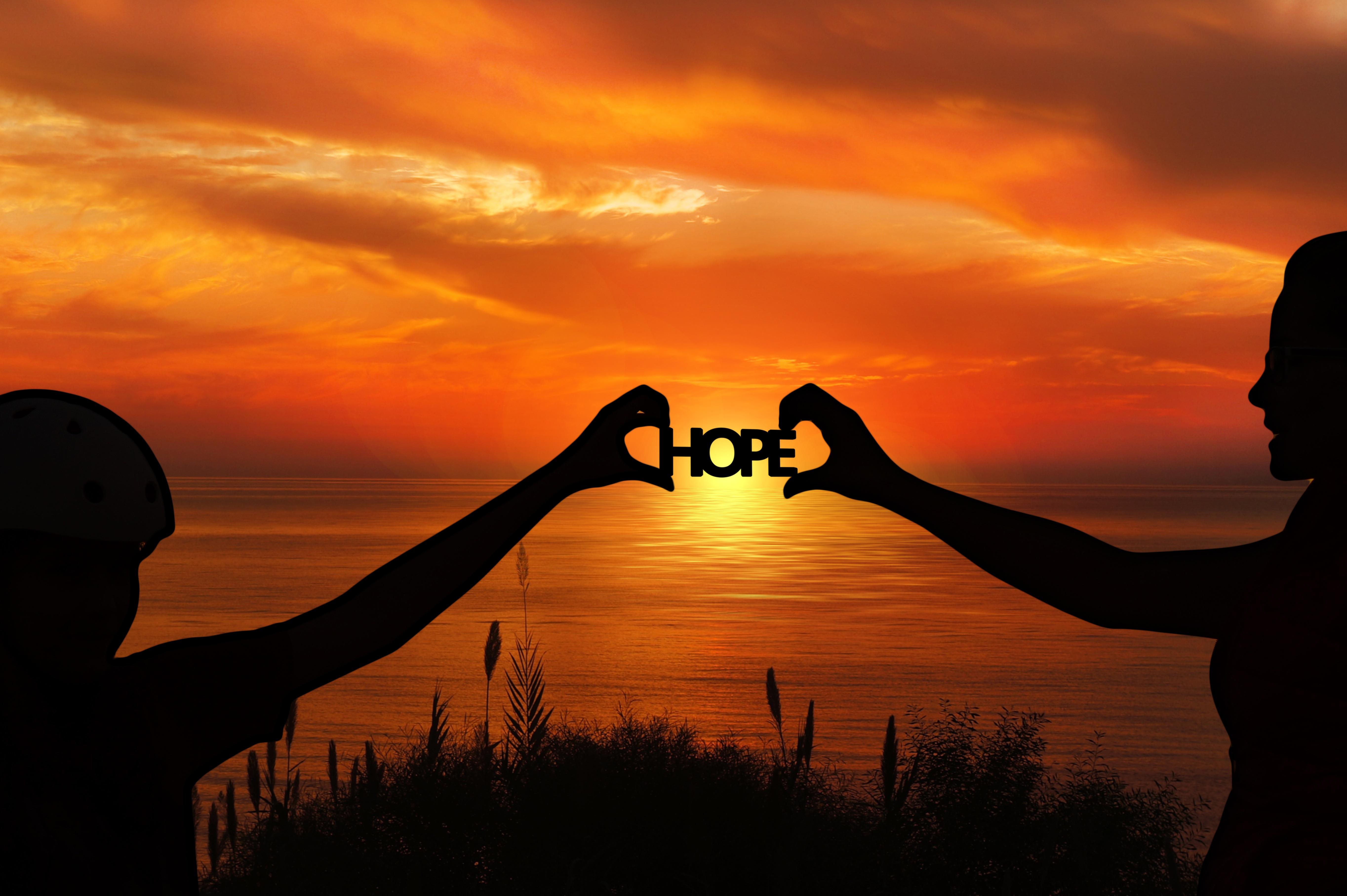 128677 скачать обои Слова, Надежда, Руки, Силуэты, Закат, Горизонт, Мотивация - заставки и картинки бесплатно
