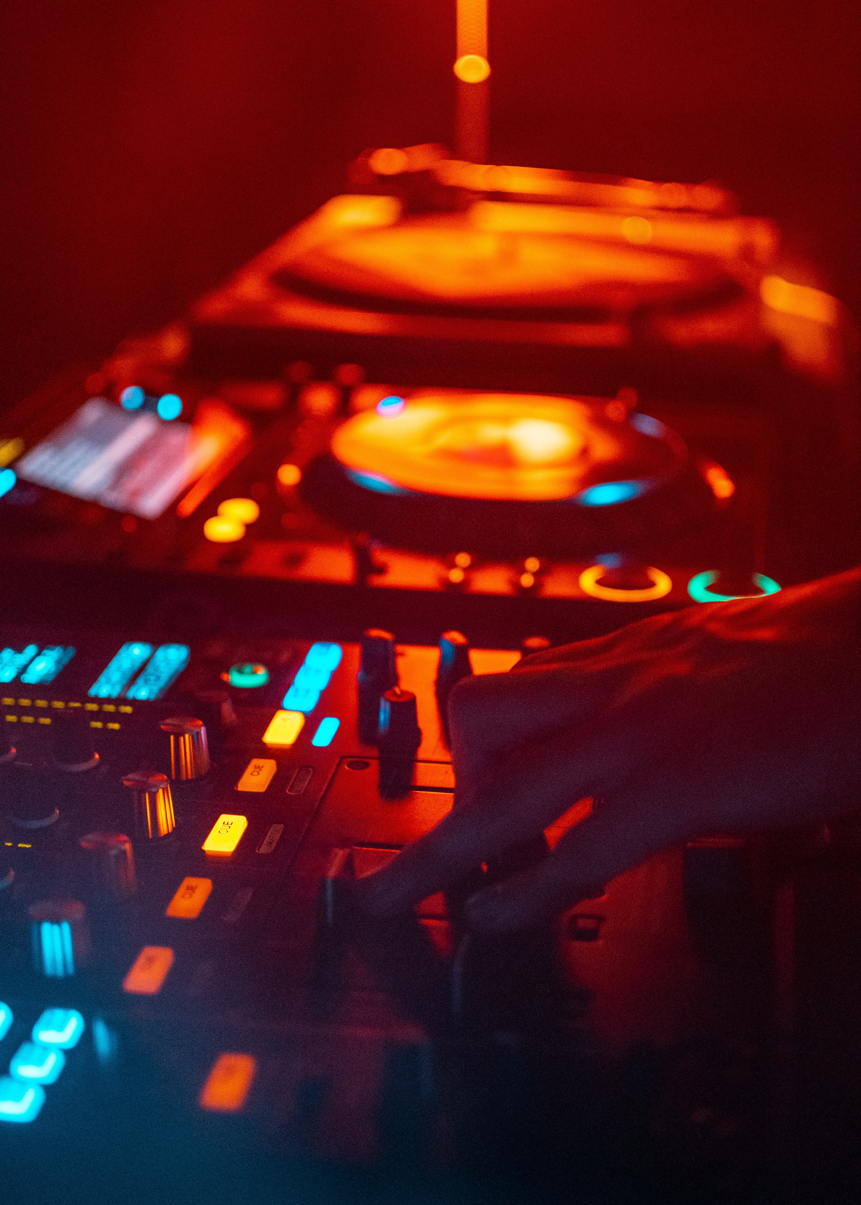 134517 Screensavers and Wallpapers Hand for phone. Download Music, Dj, Mixer, Hand, Equalizer, Electronic pictures for free