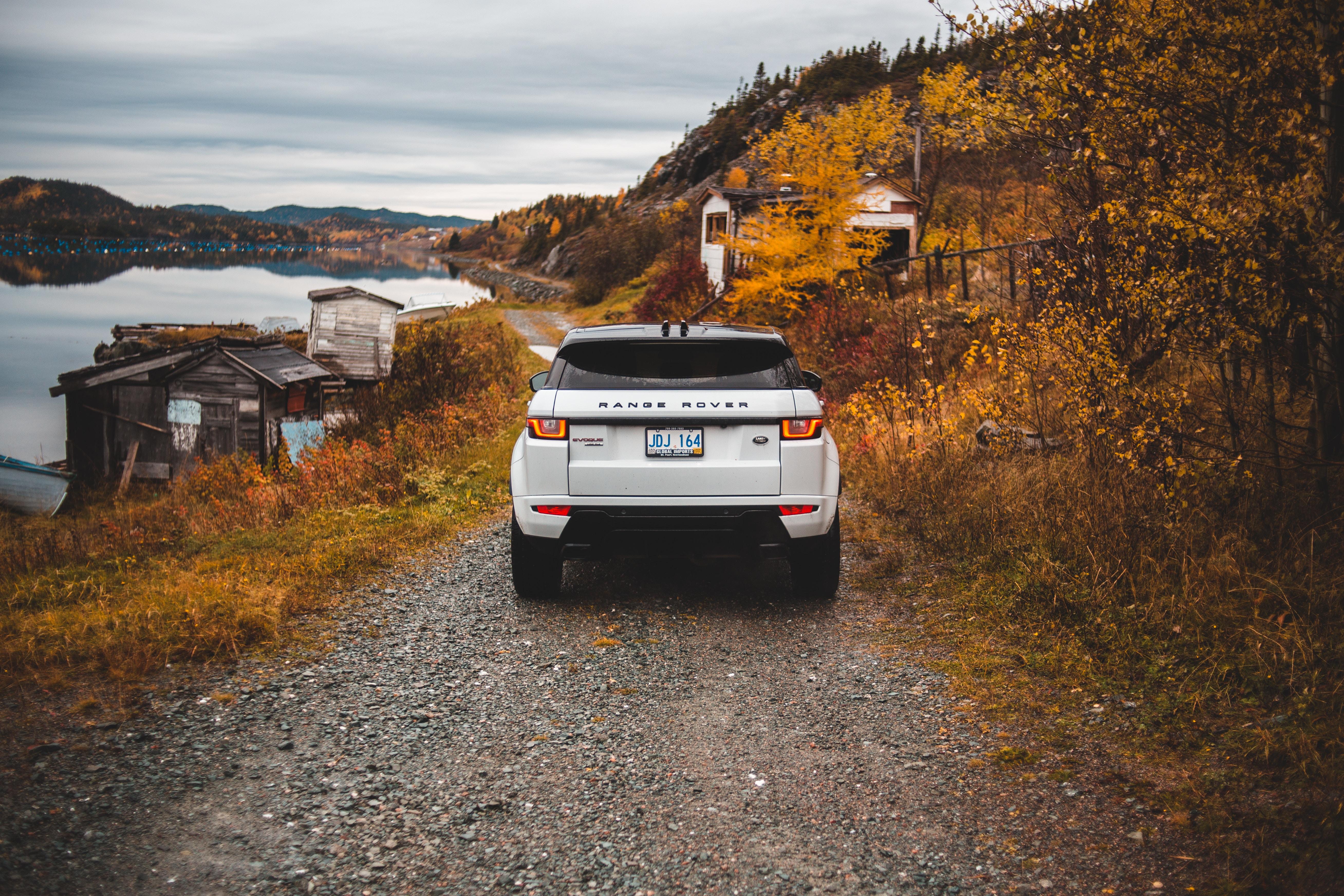 149904 скачать обои Тачки (Cars), Рендж Ровер (Range Rover), Ленд Ровер (Land Rover), Внедорожник, Осень, Вид Сзади - заставки и картинки бесплатно