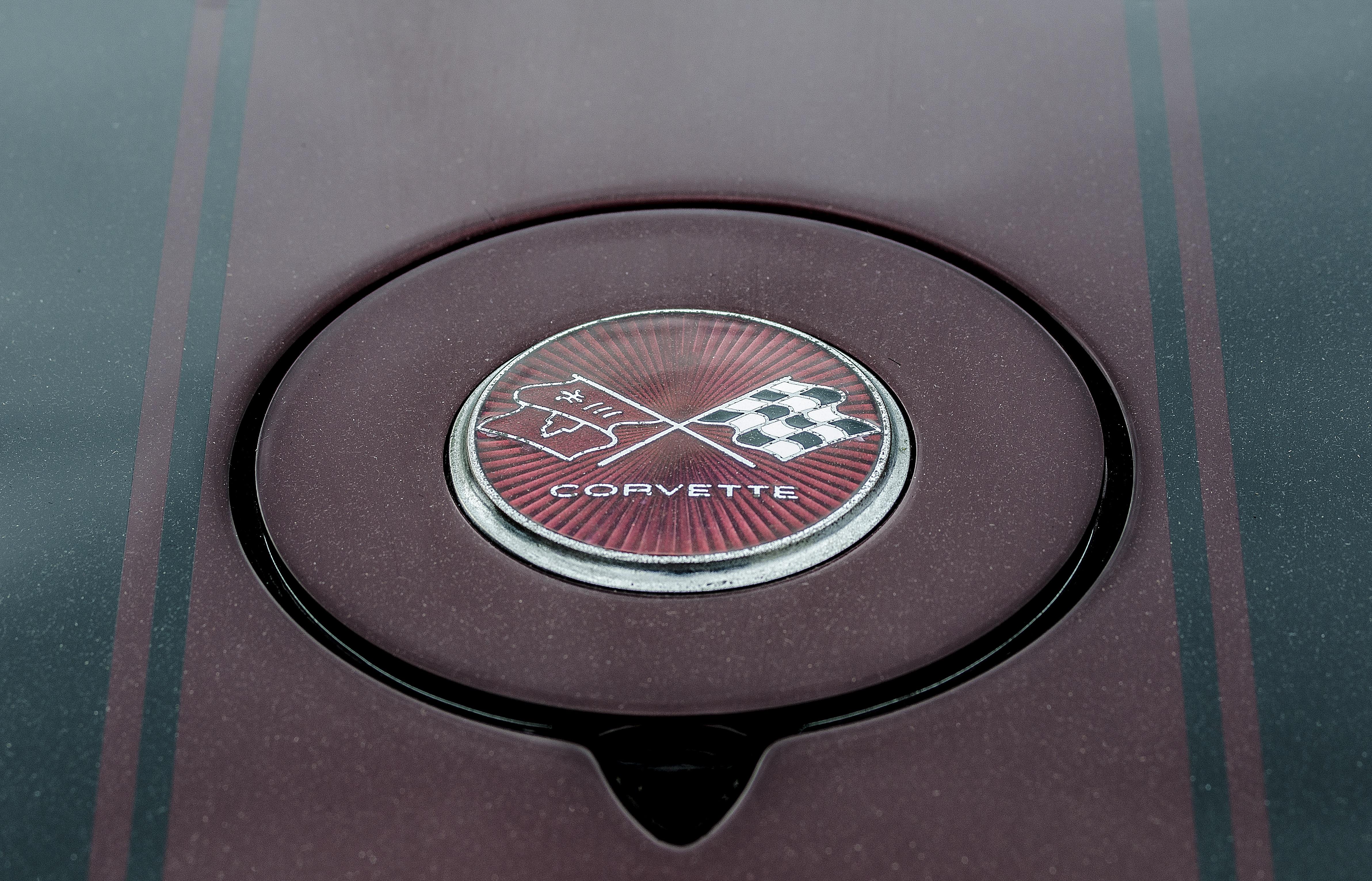 89228 скачать обои Шевроле (Chevrolet), Тачки (Cars), Corvette, Логотип - заставки и картинки бесплатно
