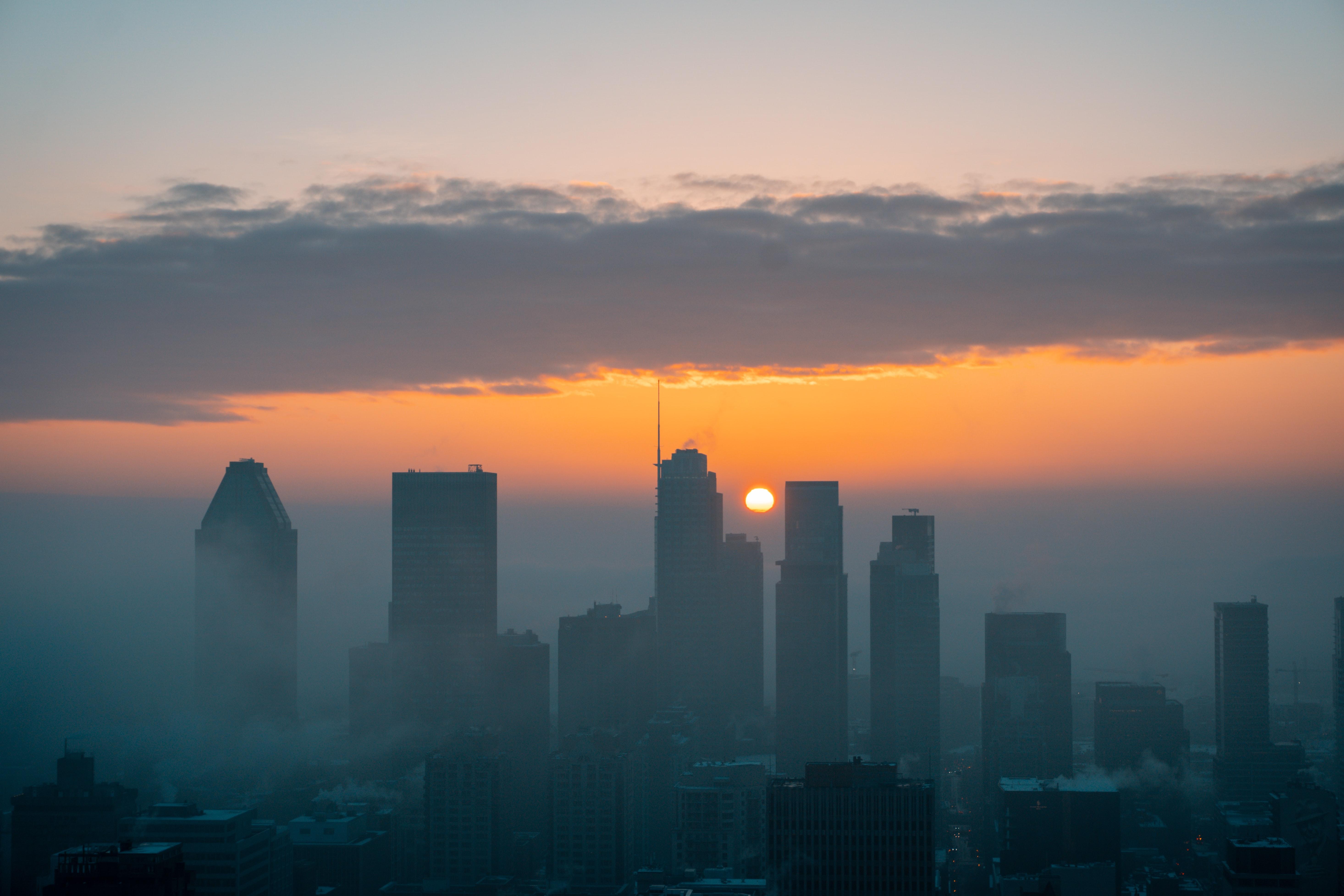 152845 скачать обои Город, Вид Сверху, Закат, Туман, Города, Солнце - заставки и картинки бесплатно