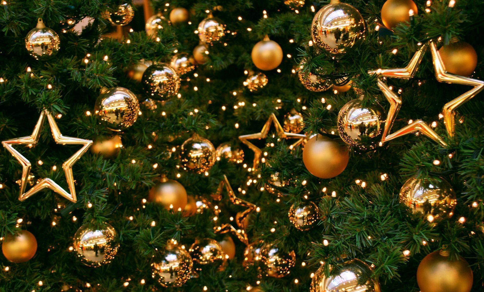 155795 Salvapantallas y fondos de pantalla Año Nuevo en tu teléfono. Descarga imágenes de Vacaciones, Árbol De Navidad, Decoraciones, Pelotas, Bolas, Oro, Año Nuevo, Navidad, Día Festivo, Estrellas gratis