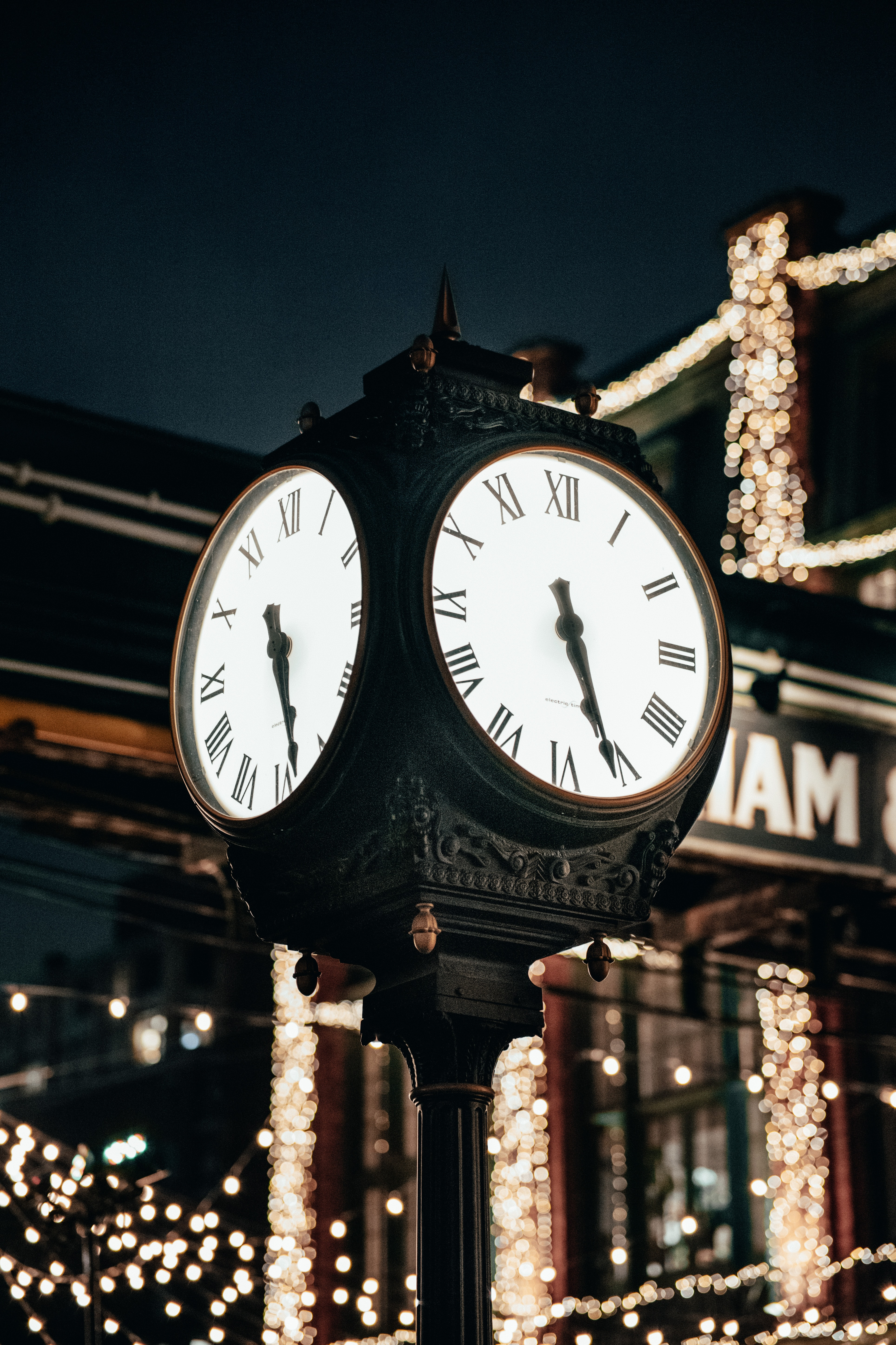 136527 download wallpaper Miscellaneous, Clock, City, Miscellanea, Backlight, Illumination, Street, Clock Face, Dial screensavers and pictures for free