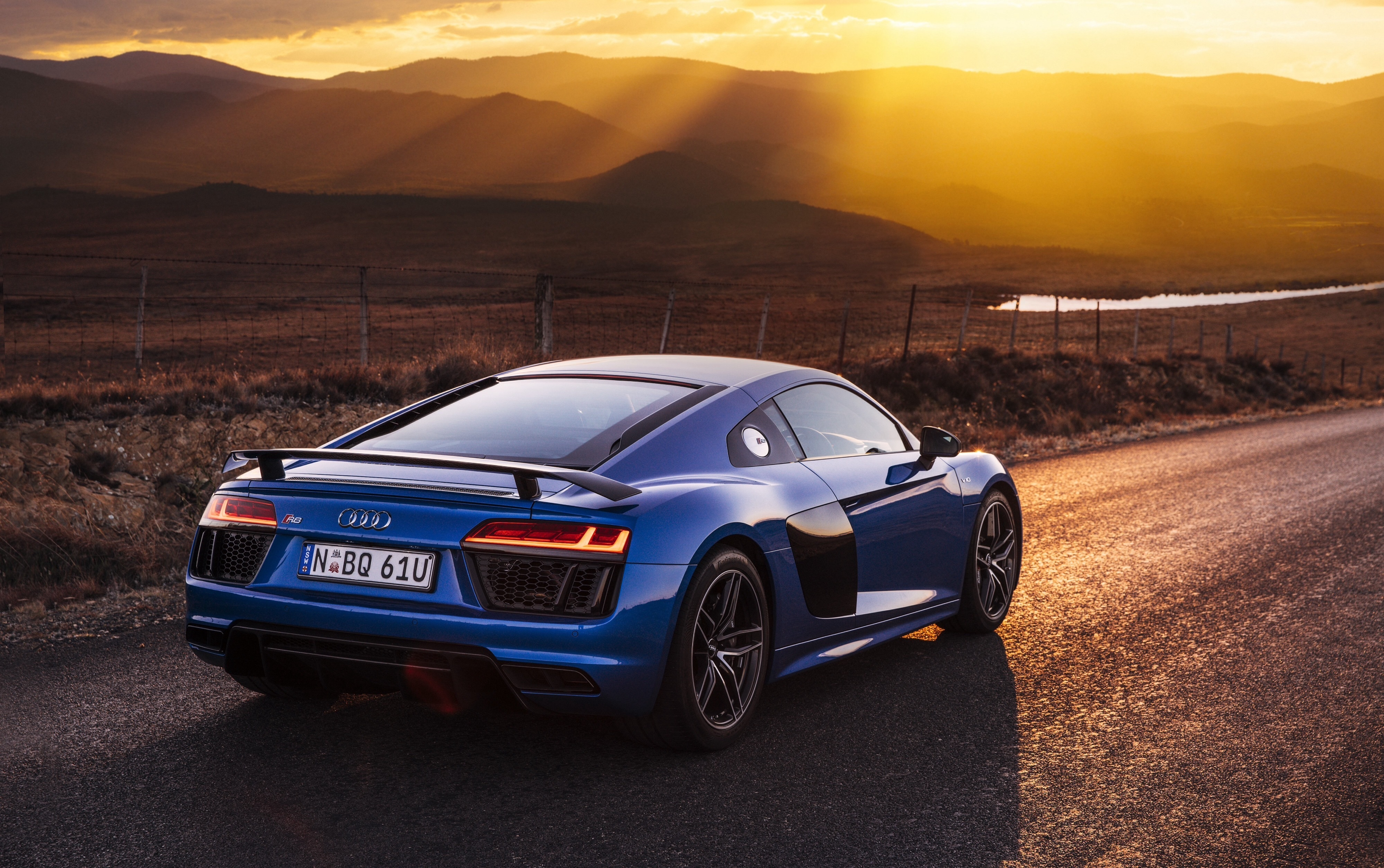 61924 Hintergrundbild herunterladen Audi, Cars, Seitenansicht, R8, V10 - Bildschirmschoner und Bilder kostenlos