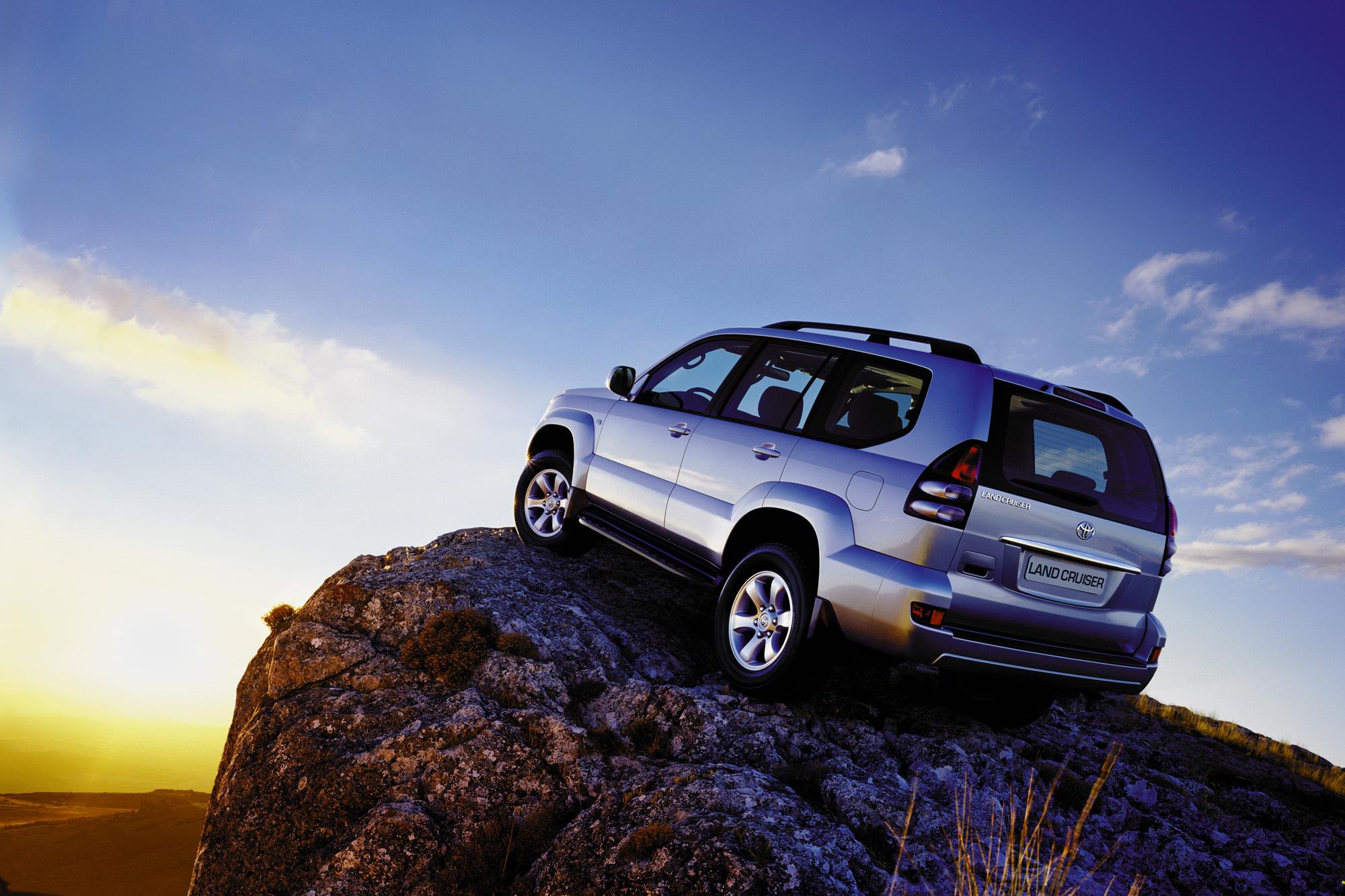128557 скачать обои Тачки (Cars), Тойота (Toyota), Land Cruiser, Prado, Серый, Вид Сзади - заставки и картинки бесплатно
