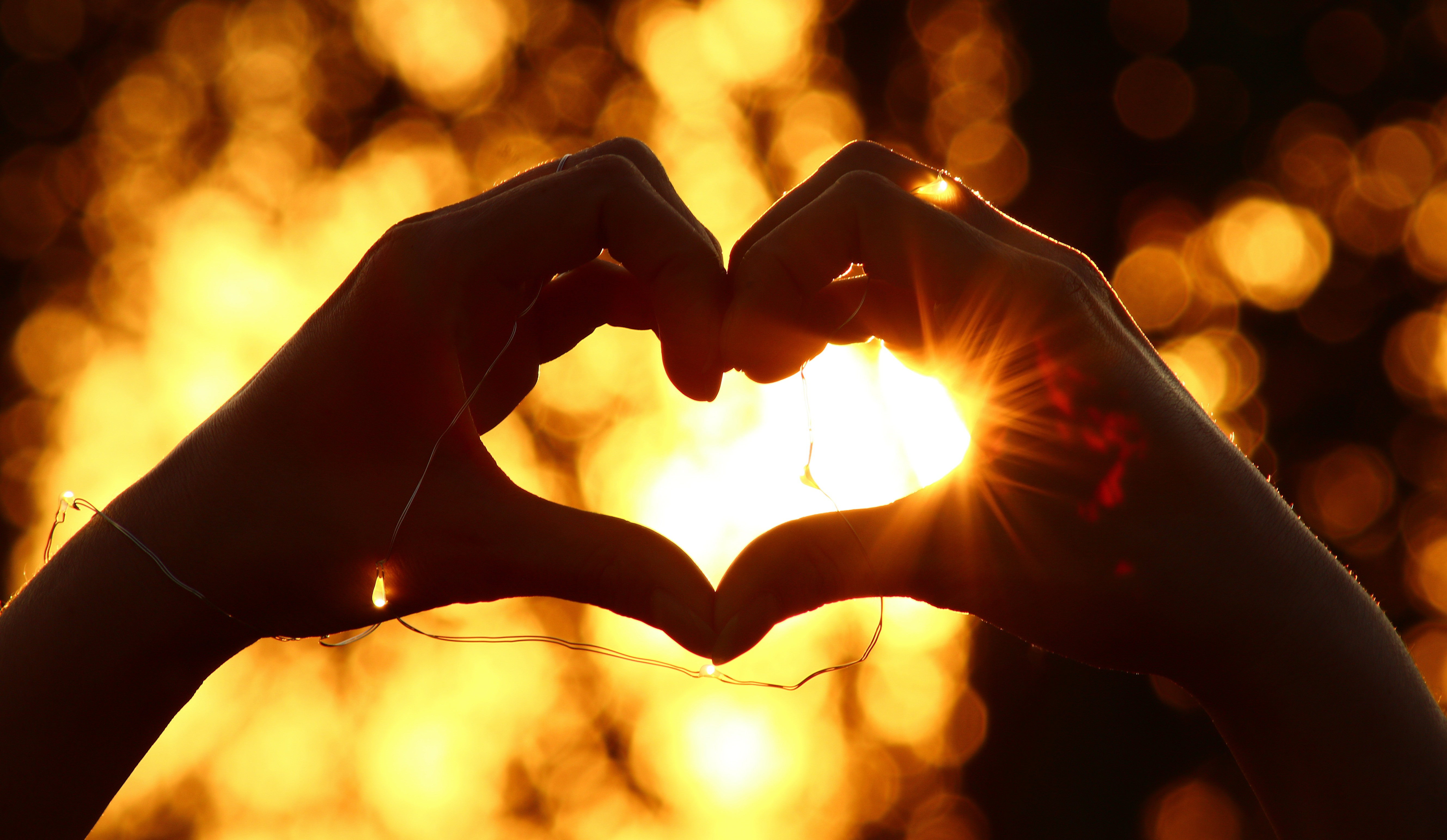 140381 download wallpaper Love, Heart, Hands, Garland, Glare screensavers and pictures for free