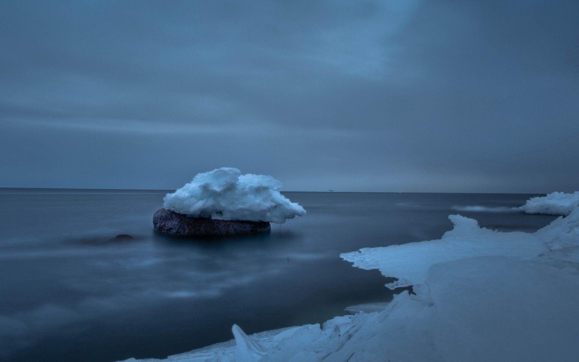 114849 скачать обои Природа, Снег, Море, Камень, Лед, Небо, Пасмурно - заставки и картинки бесплатно