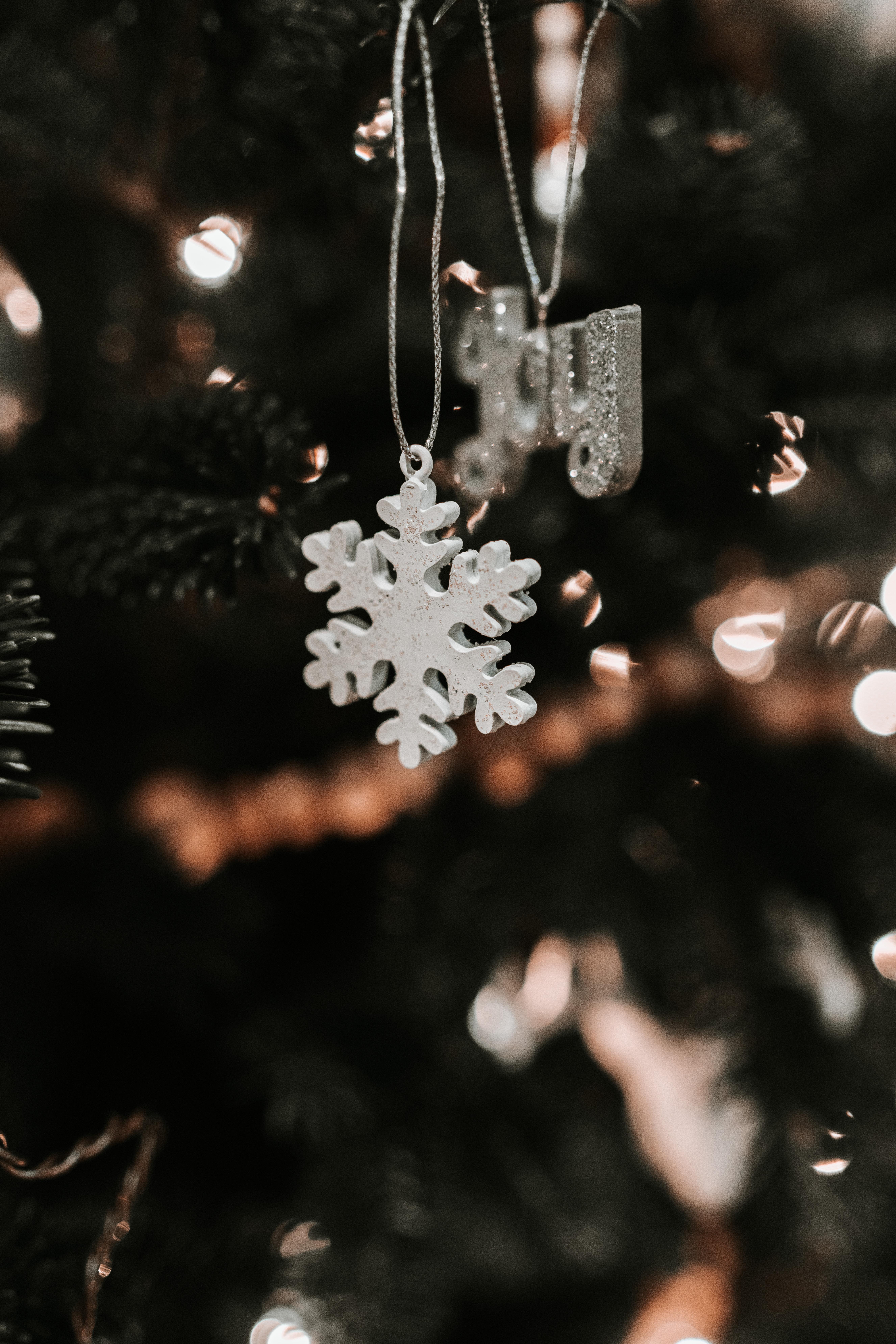 156158 fond d'écran 1080x2400 sur votre téléphone gratuitement, téléchargez des images Fêtes, Noël, Flou, Lisse, Nouvel An, Arbre De Noël, Décoration, Jouet D'arbre De Noël, Flocon De Neige 1080x2400 sur votre mobile